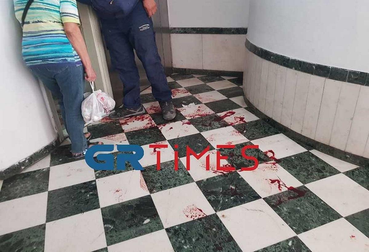 Θεσσαλονίκη: Κόπηκε στο πόδι από το νιπτήρα του μπάνιου και πλημμύρισε η πολυκατοικία αίματα