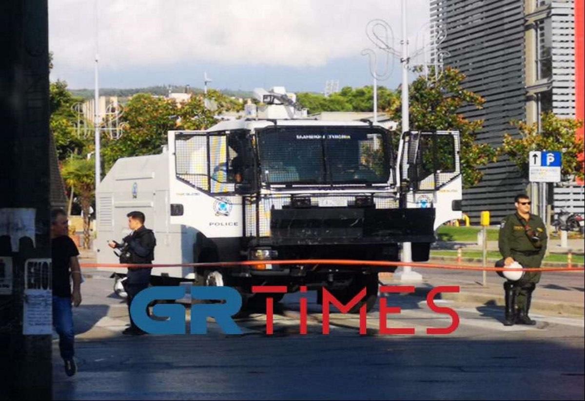 Θεσσαλονίκη: Συγκέντρωση αντιεμβολιαστών στον Λευκό Πύργο –  Με «αύρες» περιφρουρείται το Βελλίδειο
