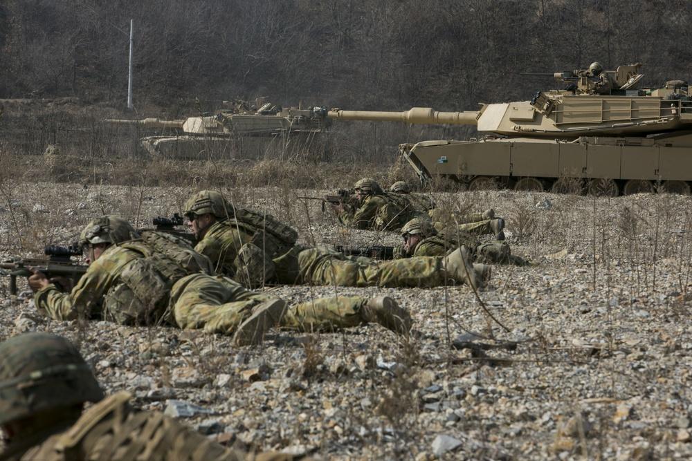 Δεν είναι μόνο η AUKUS: Νέο «deal» ΗΠΑ – Αυστραλίας για άρματα μάχης και drones
