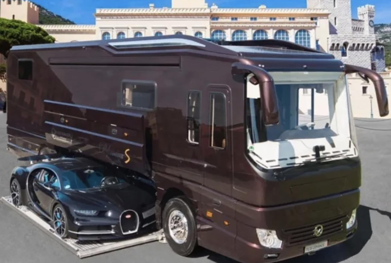 Αυτό το αυτοκινούμενο των 6,5 εκατ. ευρώ έχει μια Bugatti Chiron στο γκαράζ του