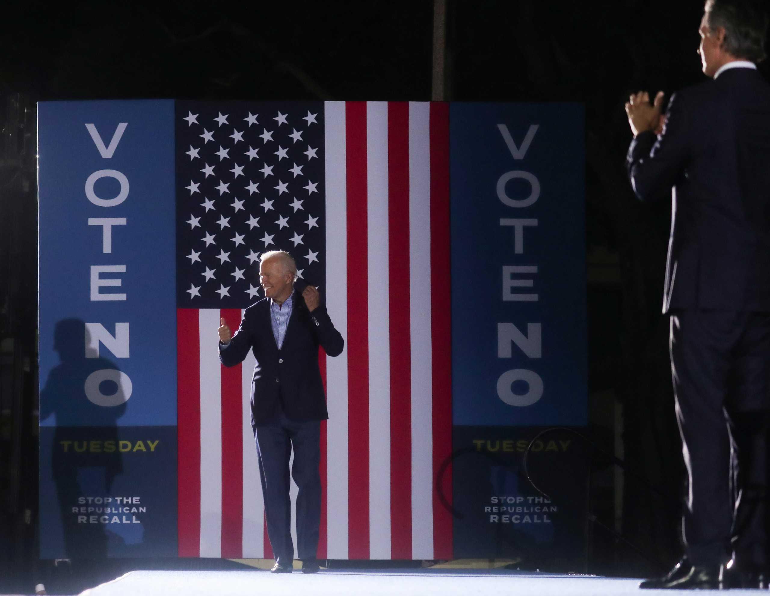 Στην Καλιφόρνια ο Τζο Μπάιντεν για να μην αναλάβει κυβερνήτης ο… «κλώνος του Τραμπ»