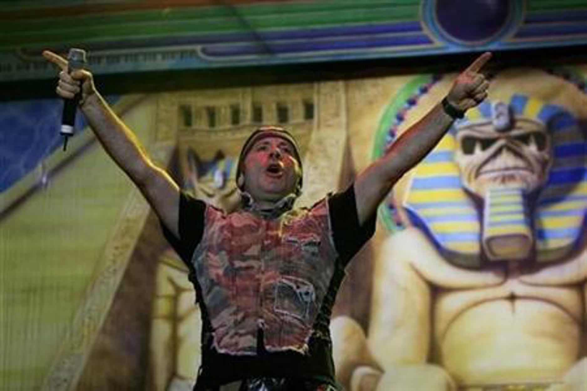 Iron Maiden: Ο Μπρους Ντίκινσον ανάρρωσε από τον κορονοϊό και προτρέπει όλους να εμβολιαστούν