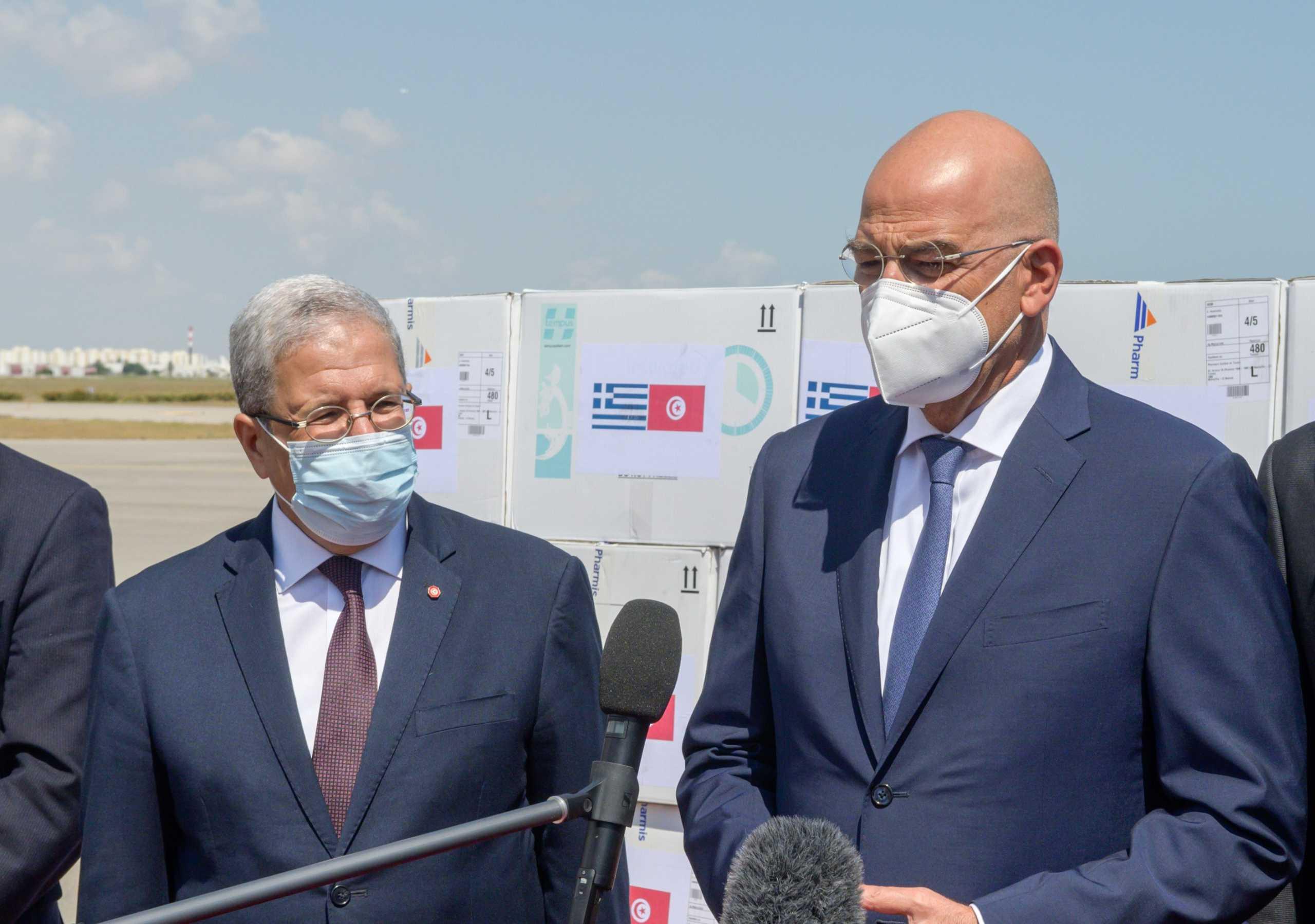Δένδιας για δωρεά 100.000 εμβολίων στην Τυνησία: «Η πανδημία δεν έχει σύνορα»