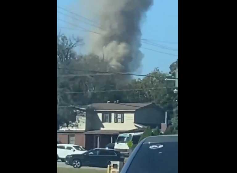 ΗΠΑ: Εκπαιδευτικό μαχητικό συνετρίβη σε συνοικία στο Τέξας – Τραυματίστηκαν οι δύο πιλότοι
