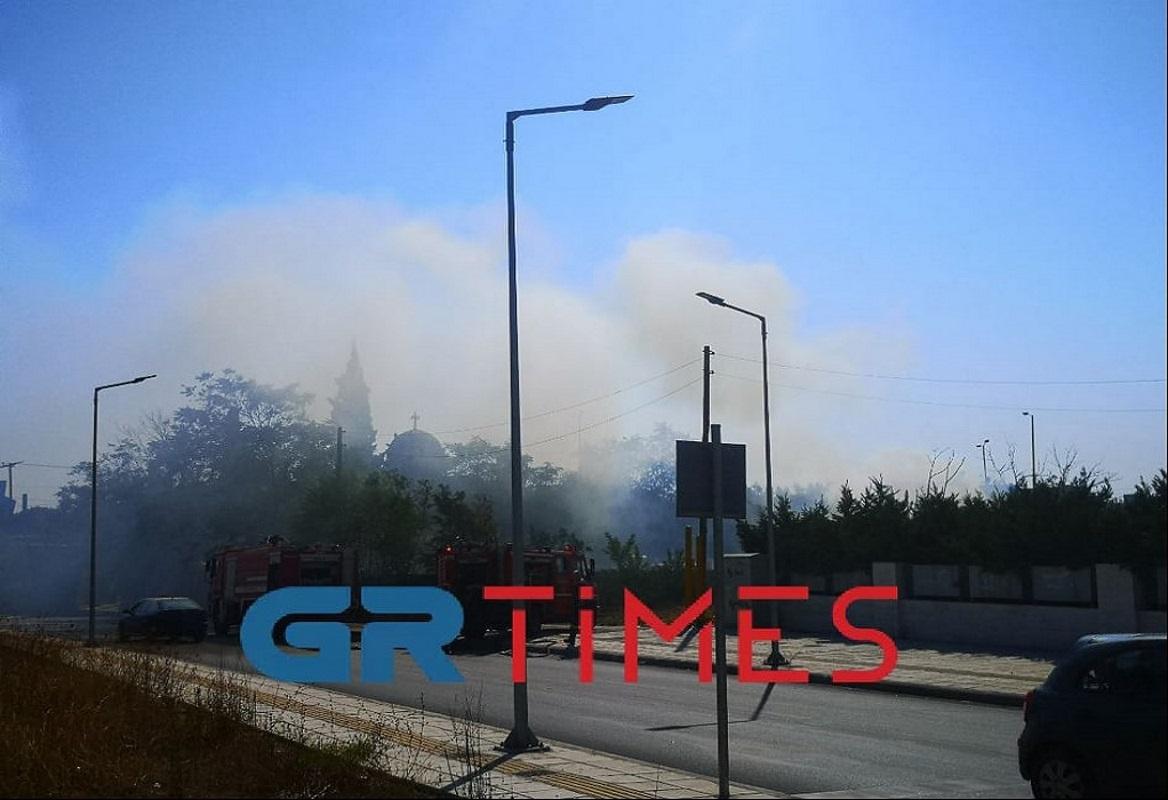 Θεσσαλονίκη: Φωτιά στην περιοχή Αλλατίνη στη Χαριλάου