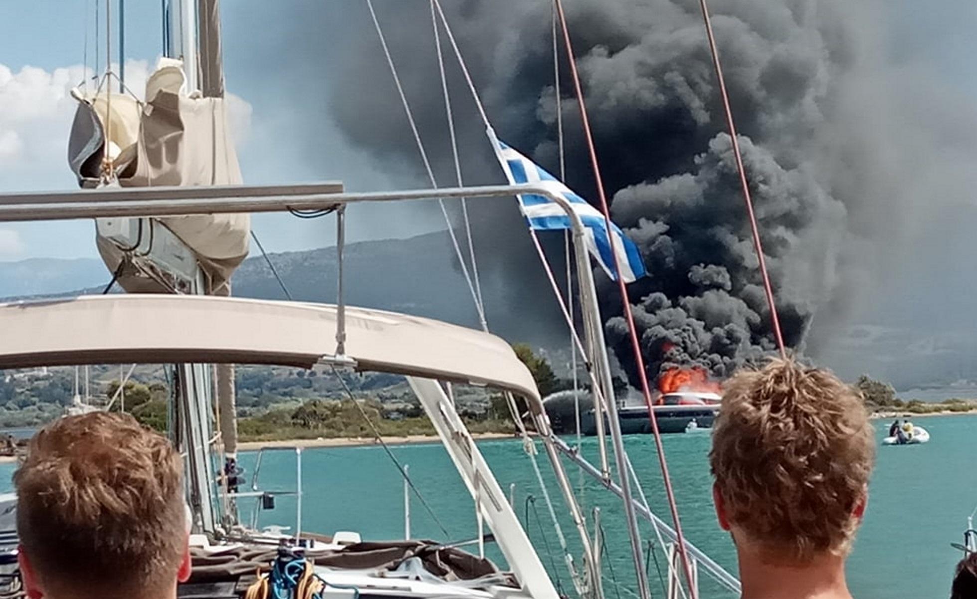 Λευκάδα: Βίντεο από φωτιά σε θαλαμηγό – Μαύρος καπνός σκέπασε το λιμάνι