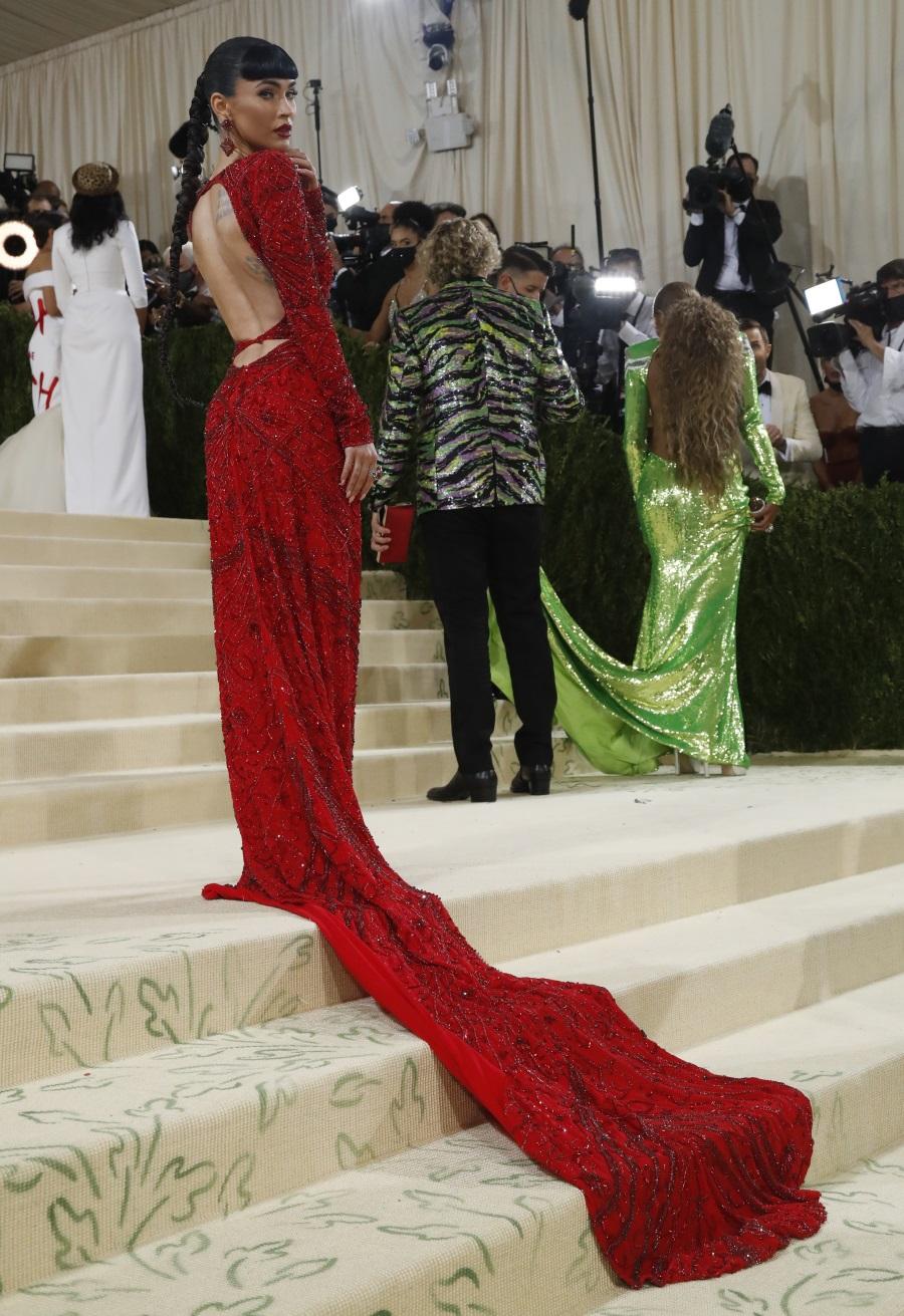 Κι όμως έτσι πήγε η Κιμ Καρντάσιαν στο Met Gala 2021 – Εντυπωσίασε η Μέγκαν Φοξ
