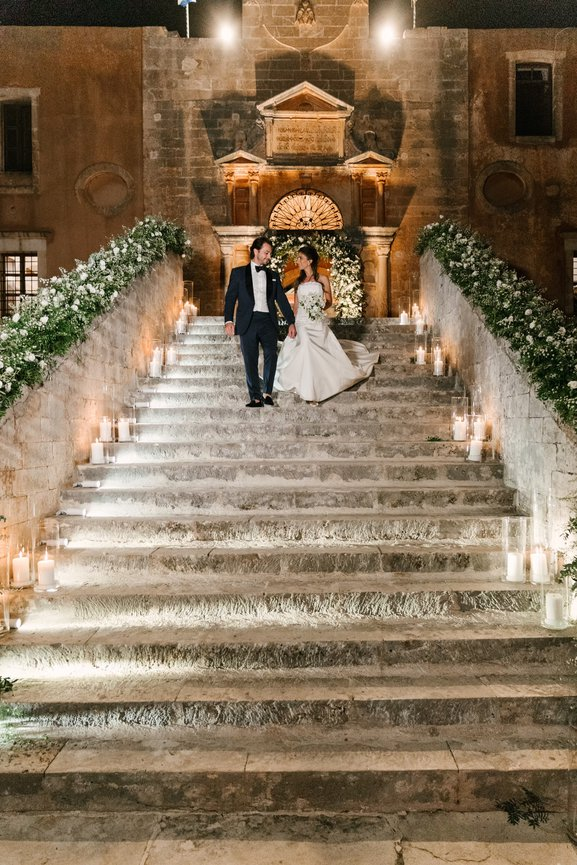 Κρήτη: Ο γάμος της χρονιάς υπό το βλέμμα του Κυριάκου Μητσοτάκη – Ο γαμπρός, η νύφη και το γλέντι χλιδής