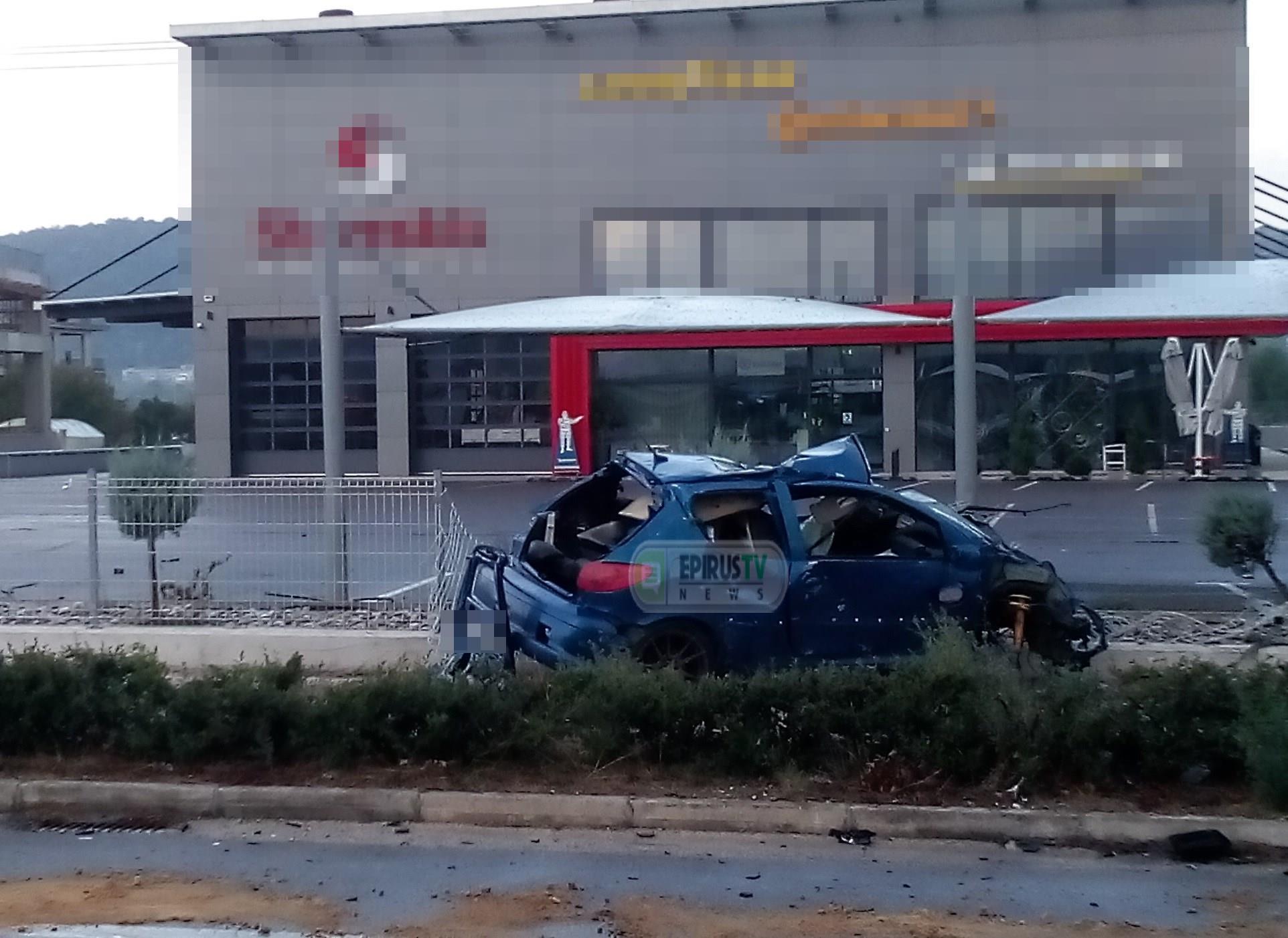 Γιάννενα: Σκοτώθηκε νεαρός οδηγός σε τροχαίο – Διαλύθηκε το αυτοκίνητο που οδηγούσε νωρίς το πρωί
