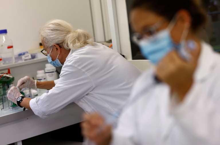 Κορονοϊός - Γαλλία: Σε αναστολή 3.000 ανεμβολίαστοι υγειονομικοί
