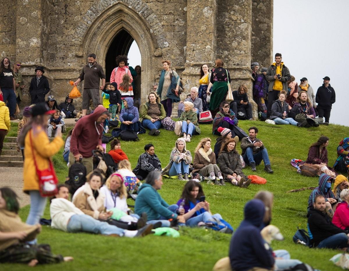 Βρετανία: Στο Φεστιβάλ Γκλάστονμπερι τα ναρκωτικά των θεατών απειλούν τα χέλια