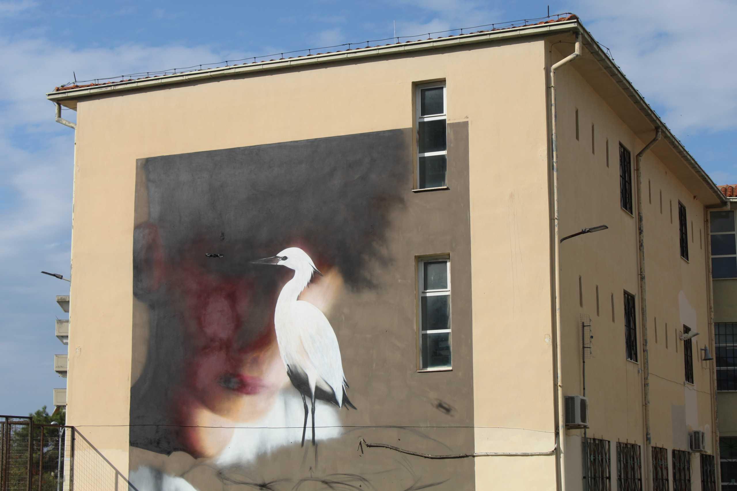 Θεσσαλονίκη: Το γκράφιτι – έργο τέχνης που δίνει δύναμη στους μαθητές Λυκείου της Καλαμαριάς