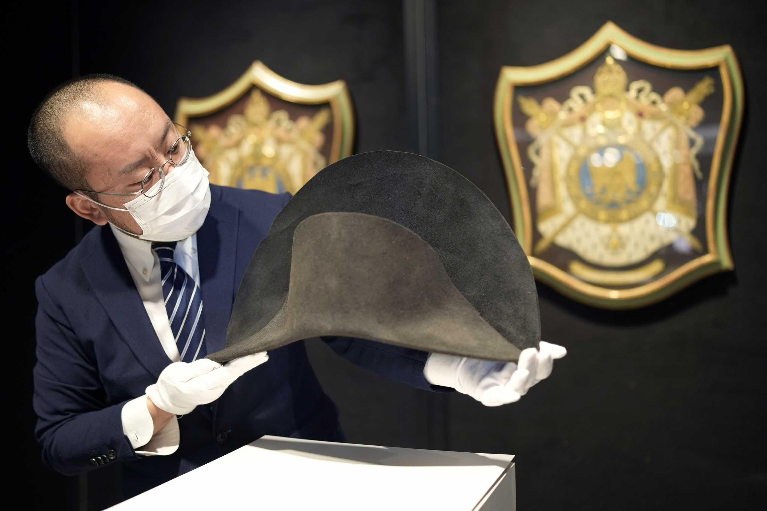 Δημοπρατείται καπέλο με ίχνη DNA του Ναπολέοντα Βοναπάρτη