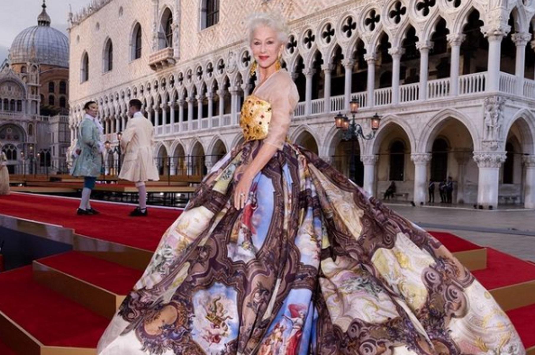 Έλεν Μίρεν: Αστραφτερές εμφανίσεις στη Βενετία – Χρυσό μπούστο με διάφανα κρύσταλλα