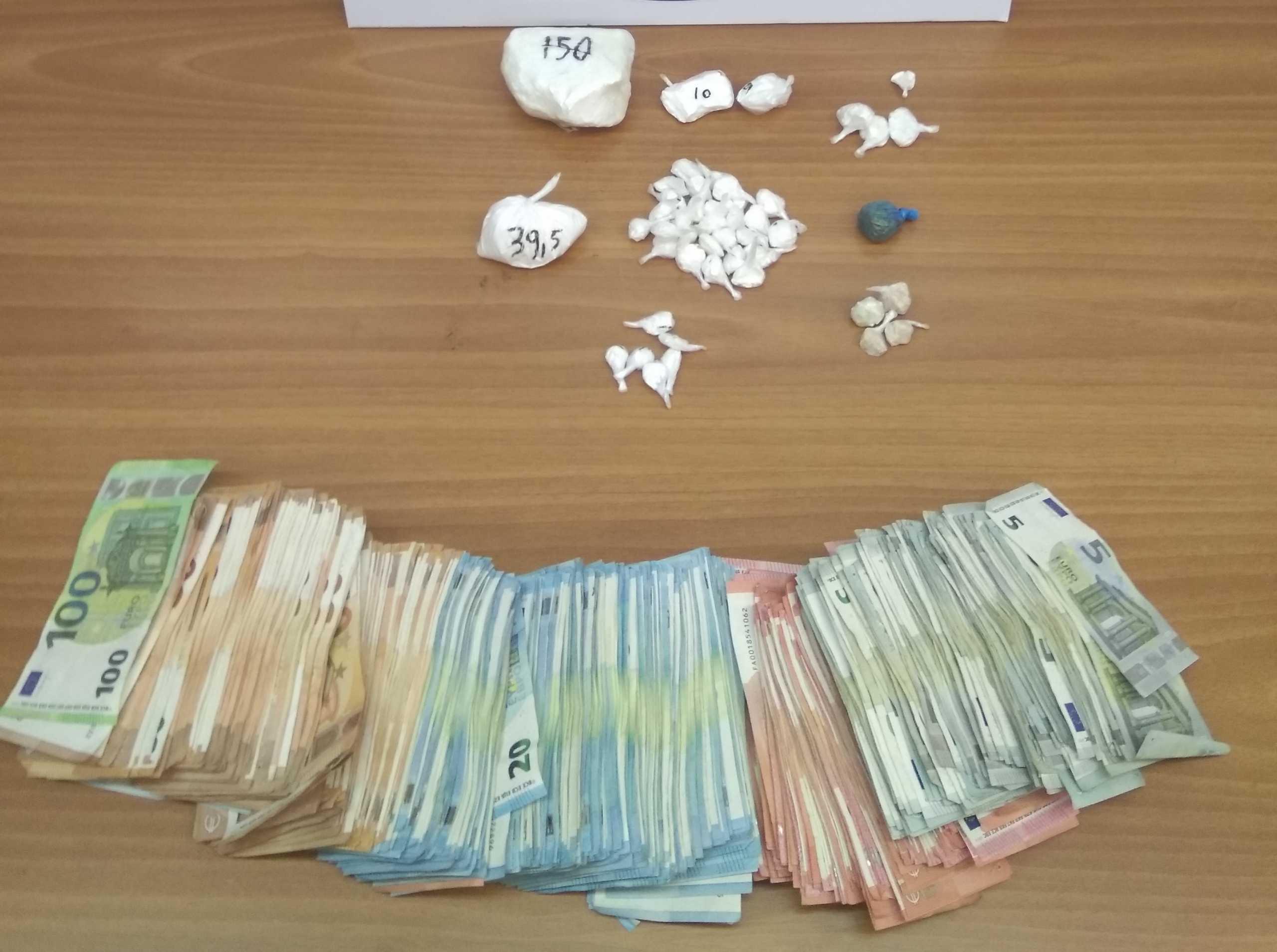 Ηλιούπολη: Τον έπιασαν με 4 διαφορετικές ναρκωτικές ουσίες και 20.000 ευρώ στο αυτοκίνητο