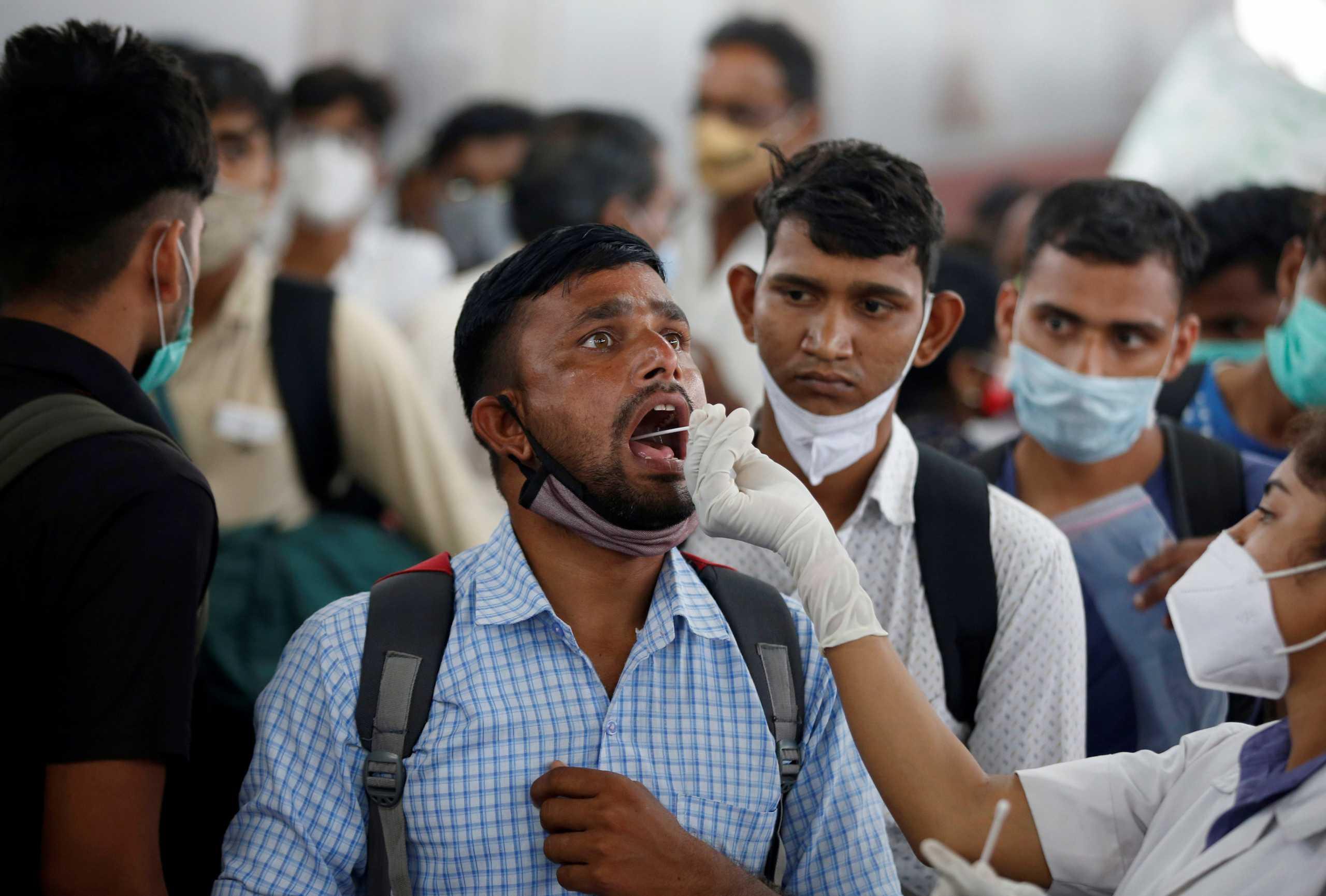 Ανελέητος ο κορονοϊός στην Ινδία: 366 νεκροί και 45.352 κρούσματα