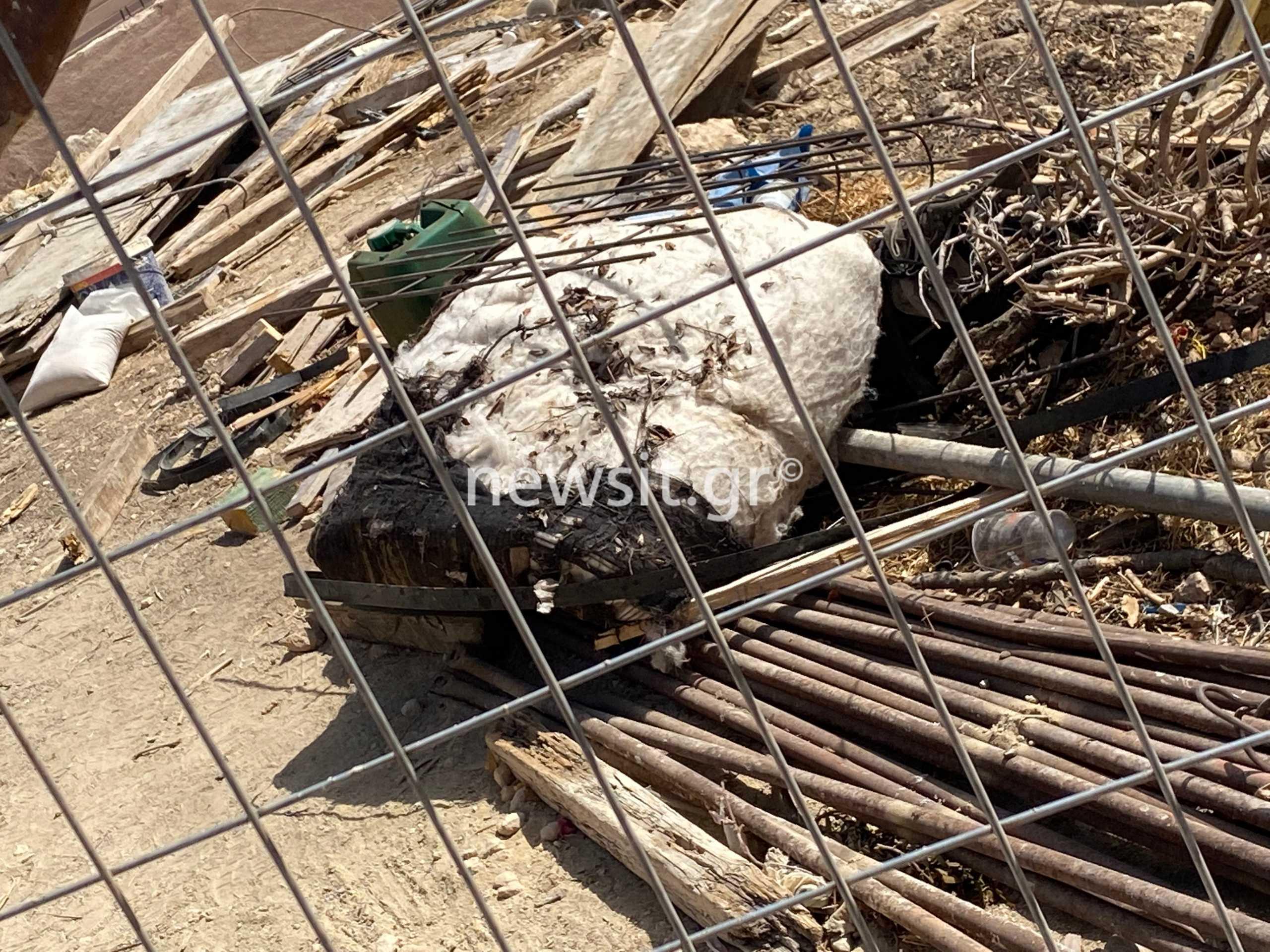 Έκρηξη στα Καλύβια: Εικόνες καταστροφής από το σπίτι – Σοβαρή η κατάσταση του πατέρα