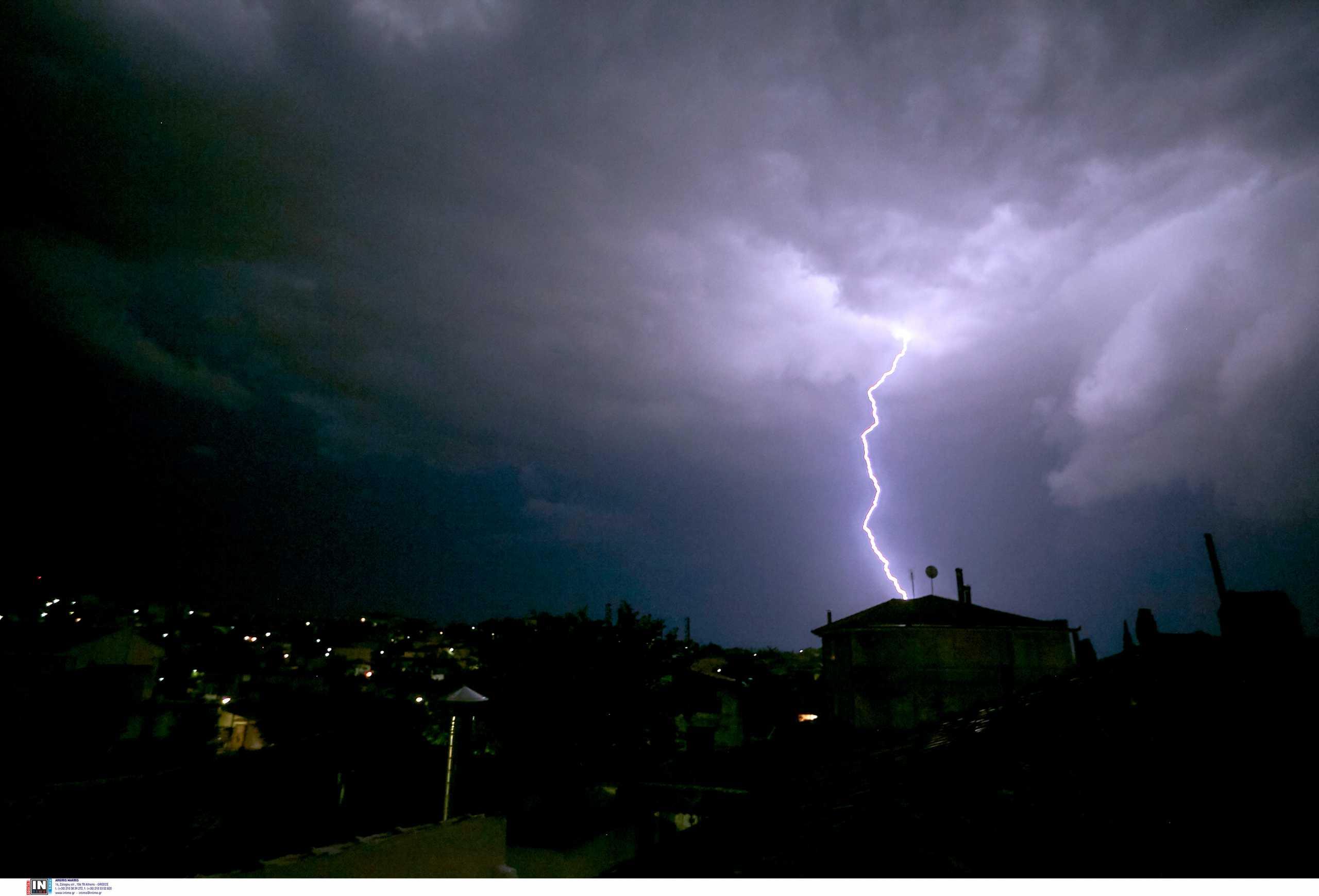 Καιρός: Ραγδαία μεταβολή με σφοδρές  καταιγίδες και χαλάζι – Κίνδυνος για πλημμύρες