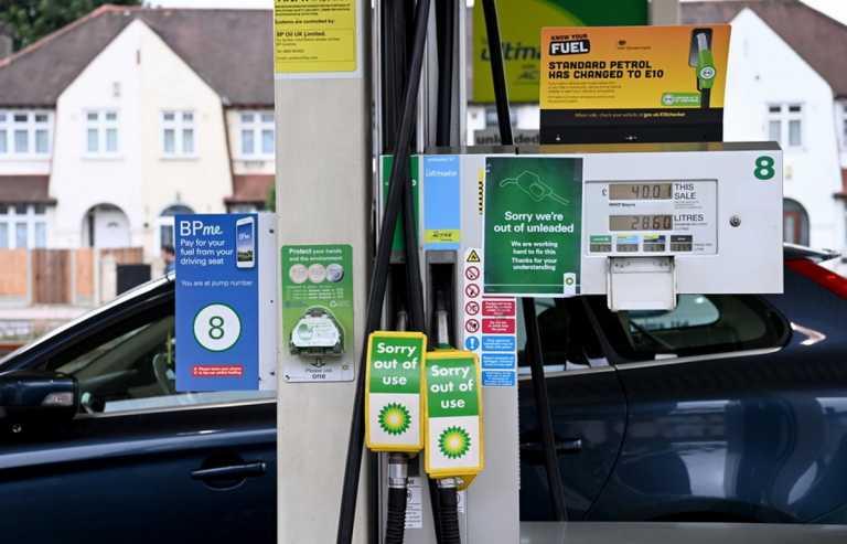 Βρετανία – Καύσιμα: Ο στρατός δεν θα εμπλακεί ακόμα στη μεταφορά τους