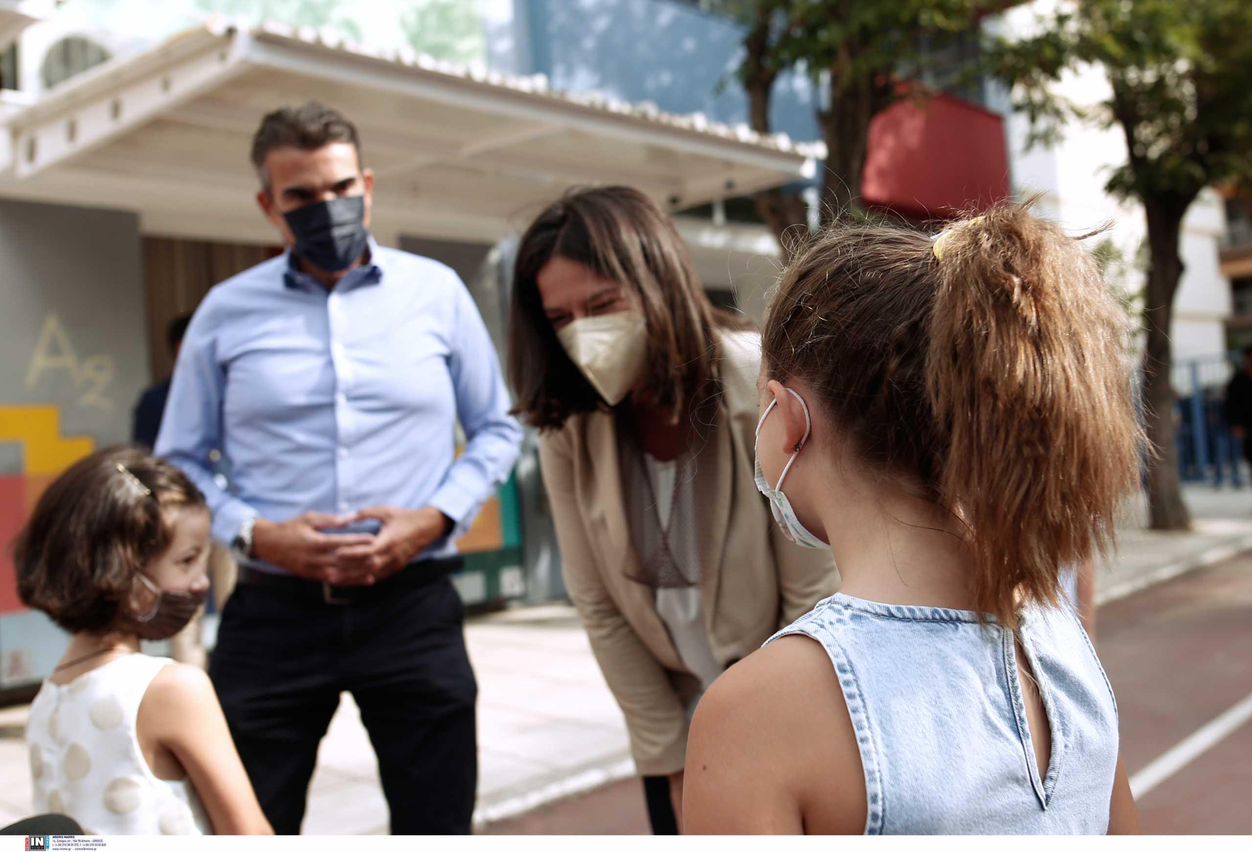 Θεσσαλονίκη: Αμηχανία μπροστά στις κάμερες και τη Νίκη Κεραμέως – Δείτε τα επίμαχα στιγμιότυπα