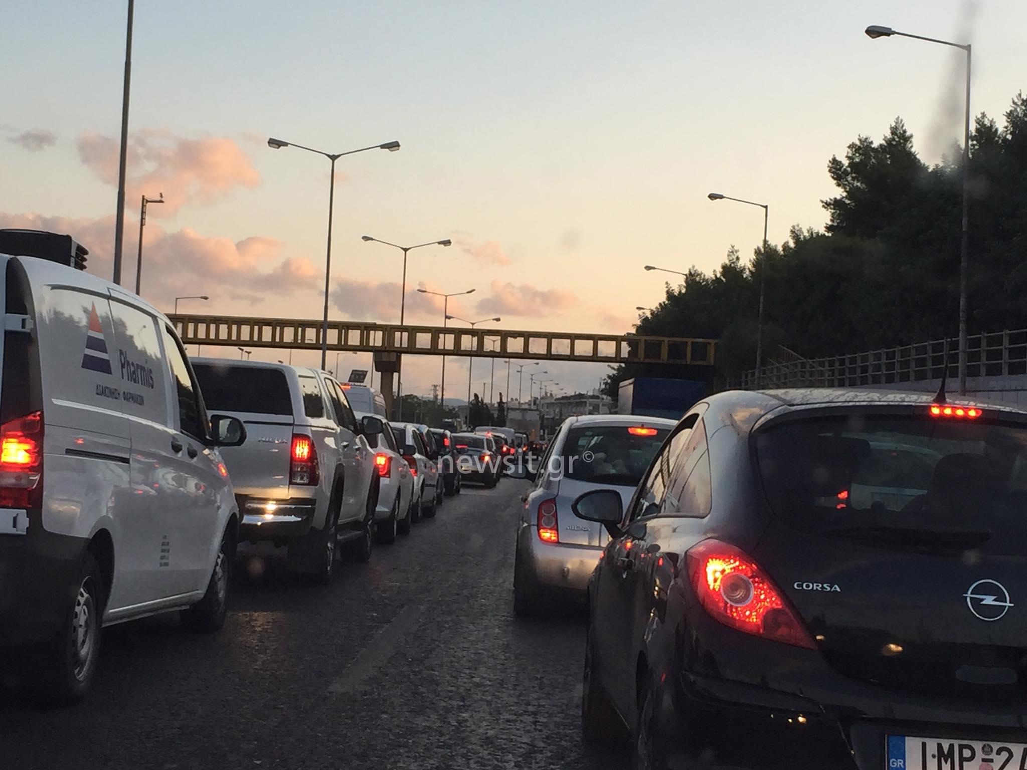 Χάος στον Κηφισό: Καραμπόλα πέντε αυτοκινήτων προκαλεί τεράστιο μποτιλιάρισμα