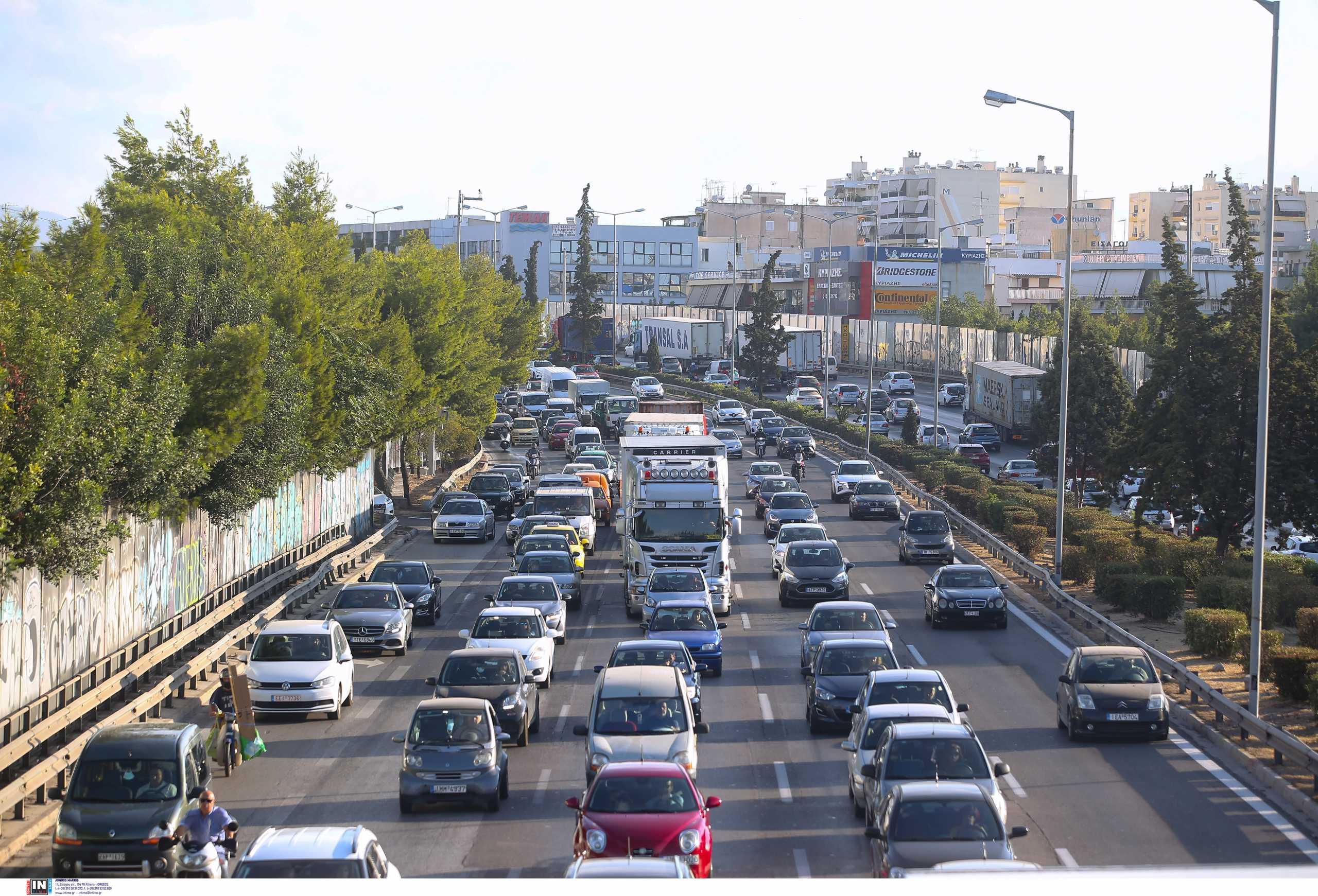 Κίνηση στους δρόμους: Μεγάλο μποτιλιάρισμα σε πολλά σημεία στην Αττική Οδό