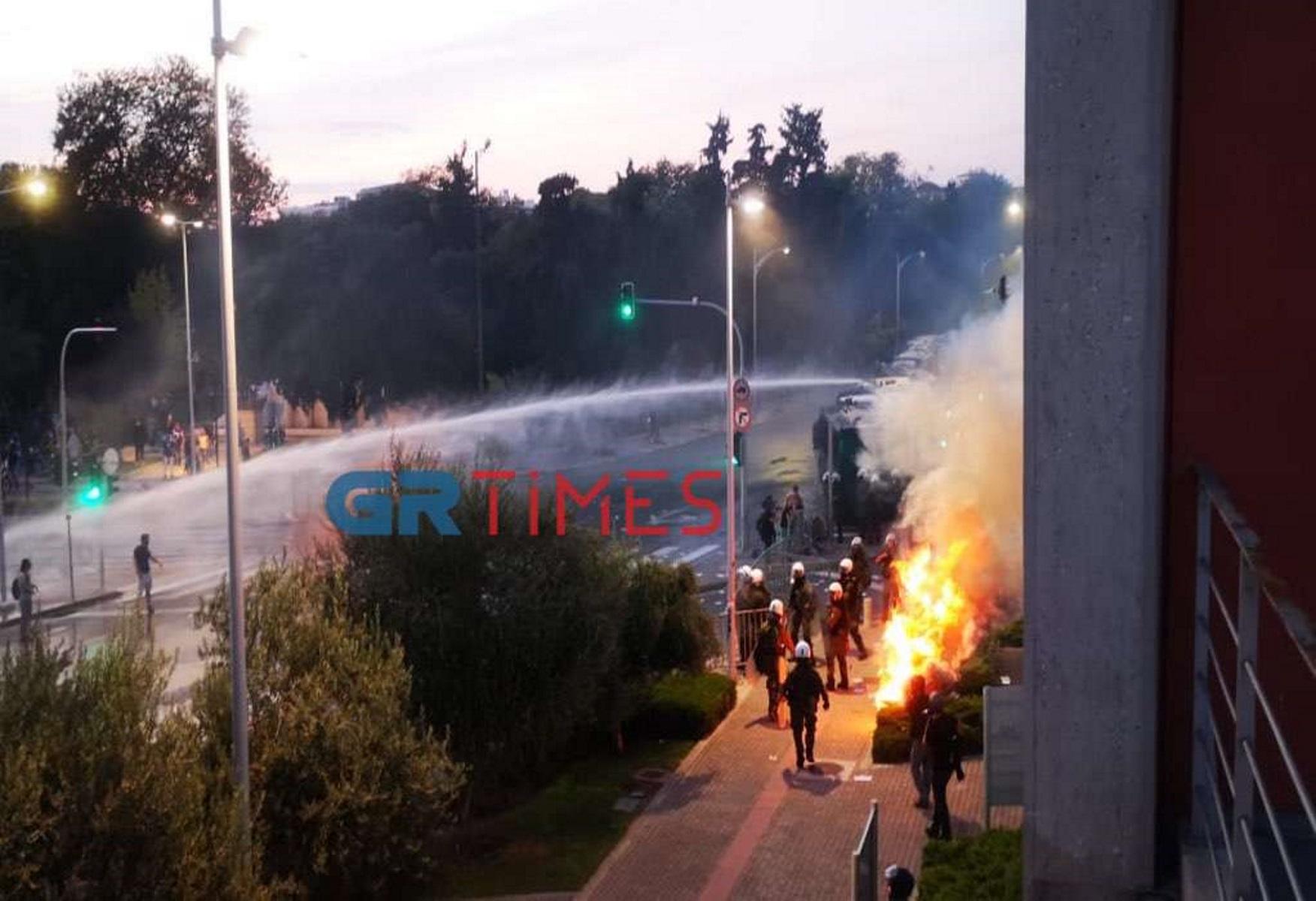 ΔΕΘ 2021: Επεισόδια κοντά στο Δημαρχιακό Μέγαρο Θεσσαλονίκης