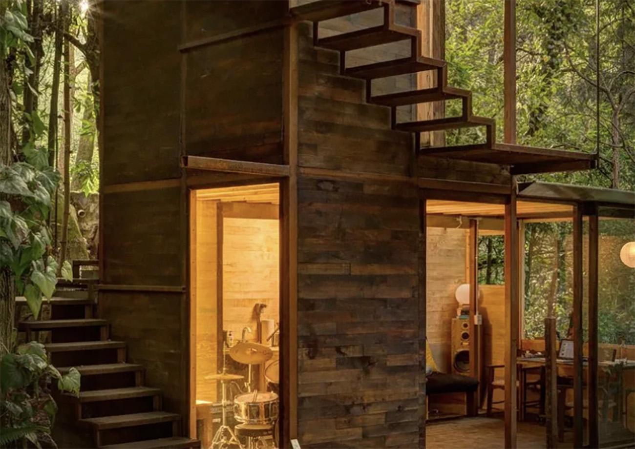 Ένα απίστευτο ξύλινο σπιτάκι που μοιάζει με δέντρο