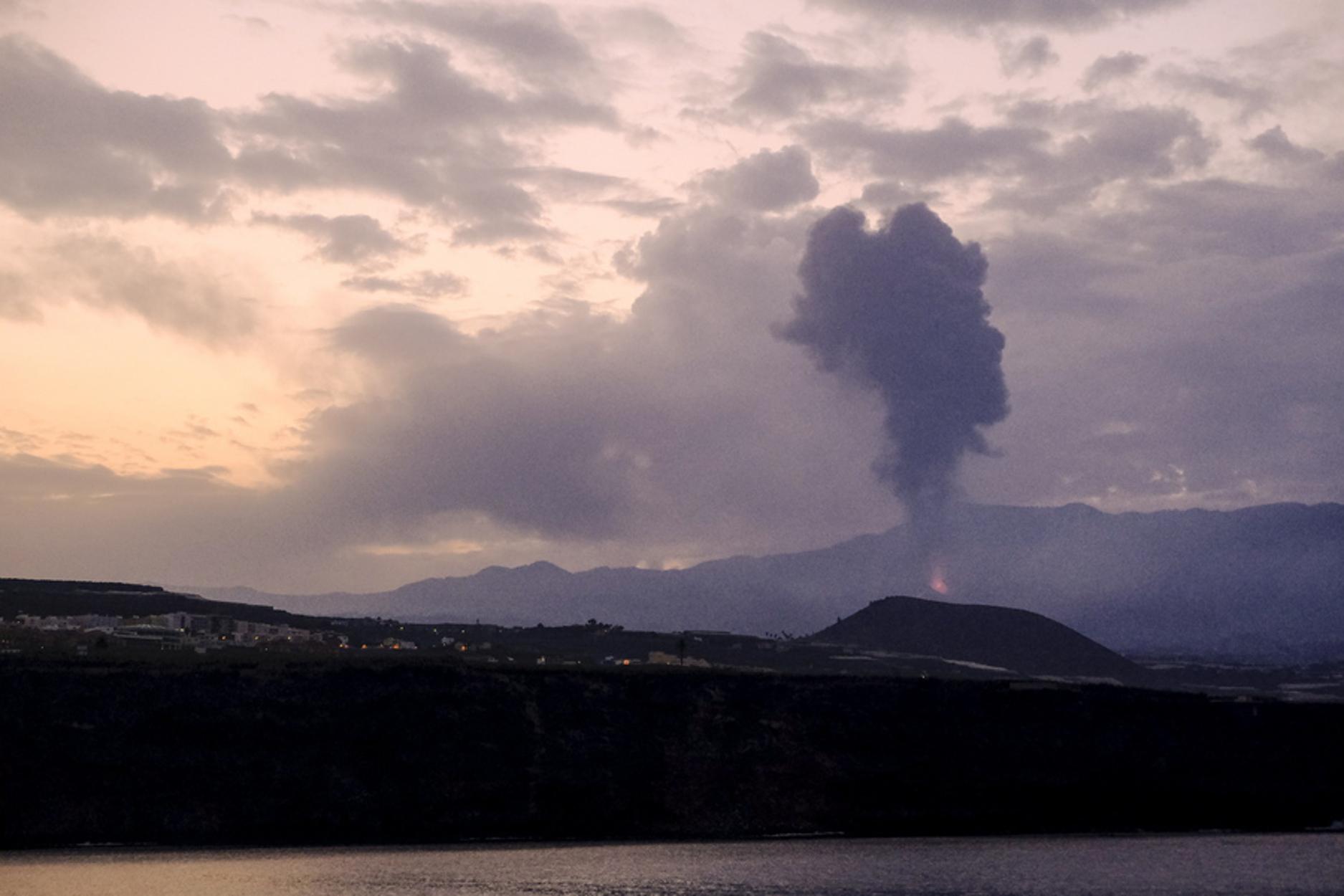 Λα Πάλμα – ηφαίστειο: Η λάβα πλησιάζει τη θάλασσα – Εντολή σε κατοίκους να μείνουν σπίτια τους