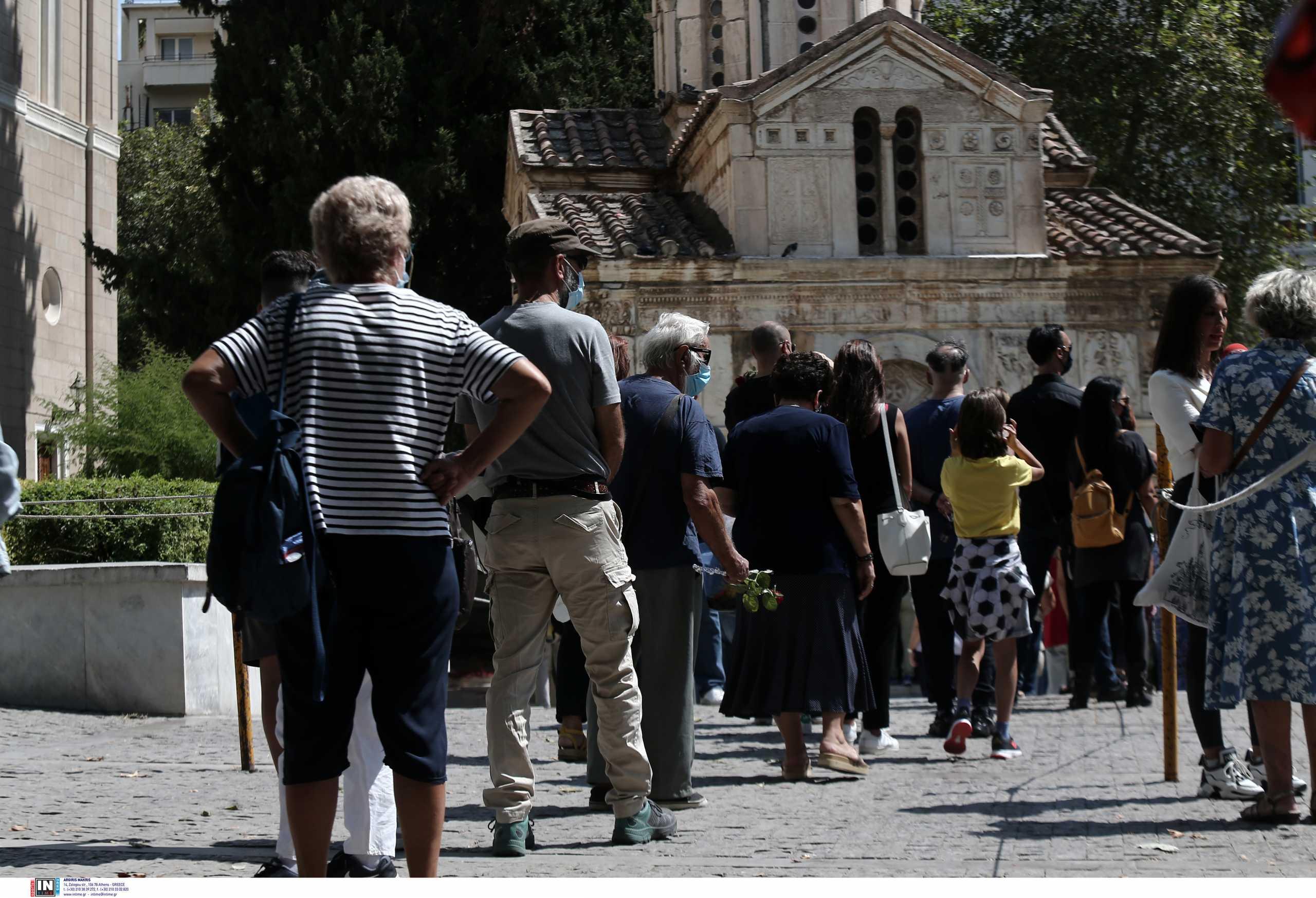Μίκης Θεοδωράκης: Μέχρι τις 2 το λαϊκό προσκύνημα – Αύριο η κηδεία στα Χανιά