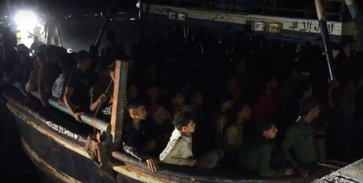 Ιταλία: 500 μετανάστες στοιβαγμένοι σε καΐκι έφτασαν στη Λαμπεντούζα