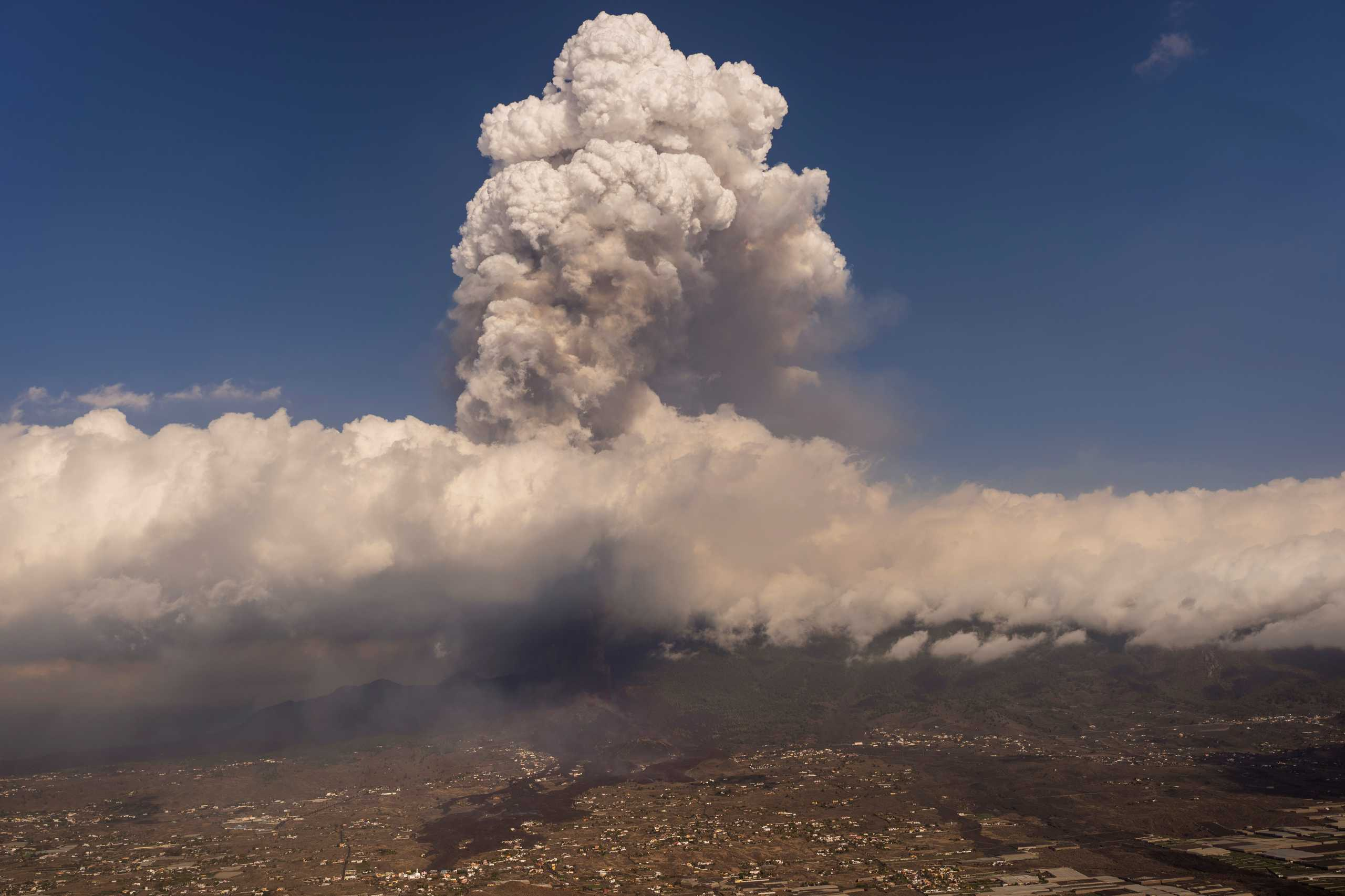 Ισπανία – Έκρηξη ηφαιστείου: Εκκενώνονται άλλες τρεις πόλεις στη Λα Πάλμα
