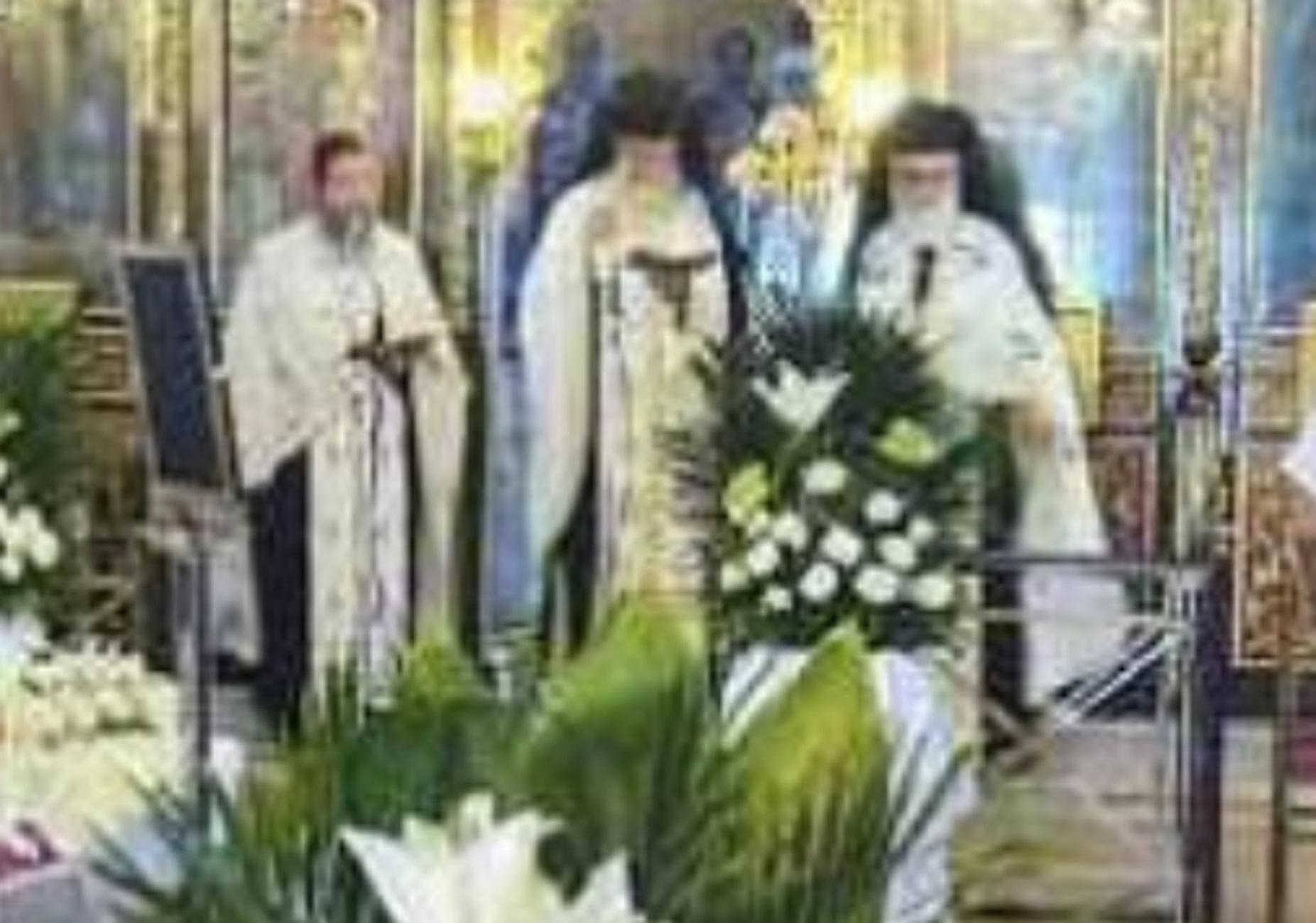 Λάρισα: Συγκίνηση για τα τρία αδέρφια που συλλειτούργησαν στην κηδεία της μητέρας τους