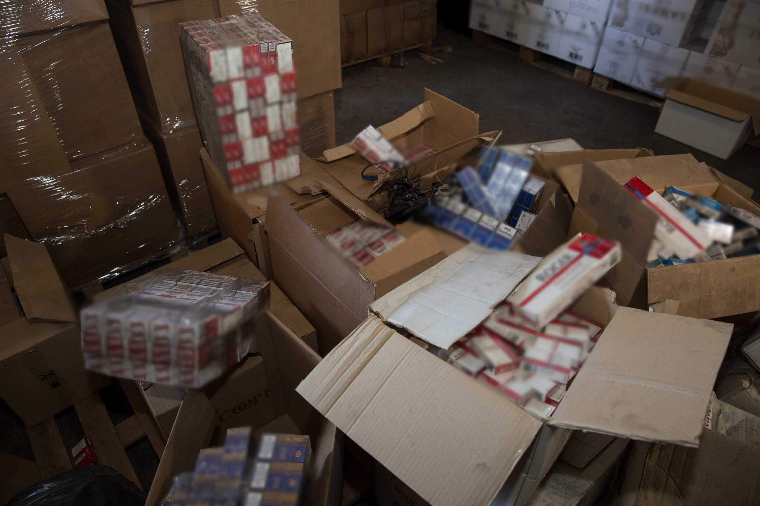 Ασπρόπυργος: Εντοπίστηκε φορτηγό με 165.000 πακέτα λαθραία τσιγάρα