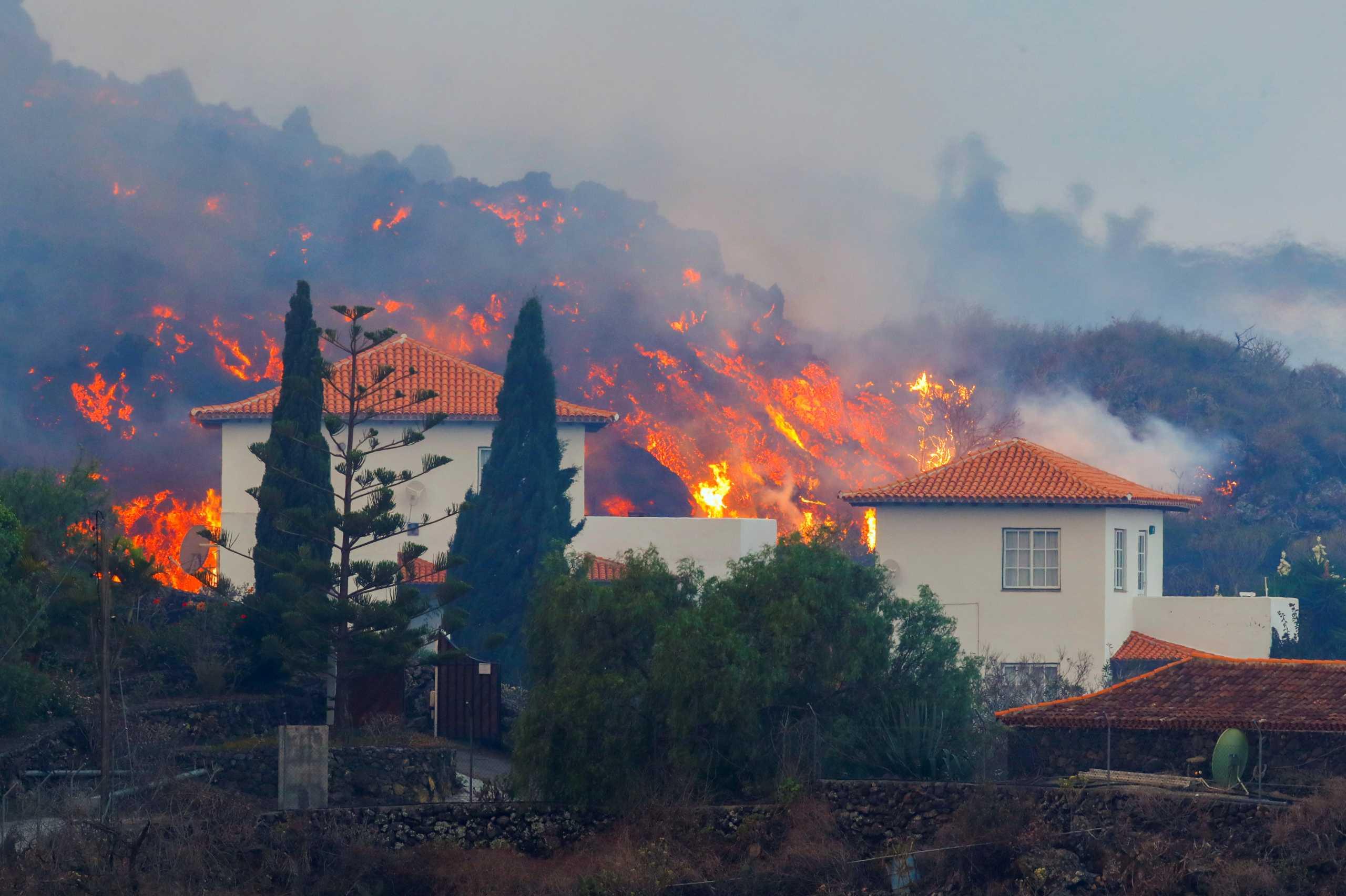 Λα Πάλμα – Έκρηξη ηφαιστείου: Θα βρέξει γυαλιά και οξύ όταν η λάβα φτάσει στη θάλασσα