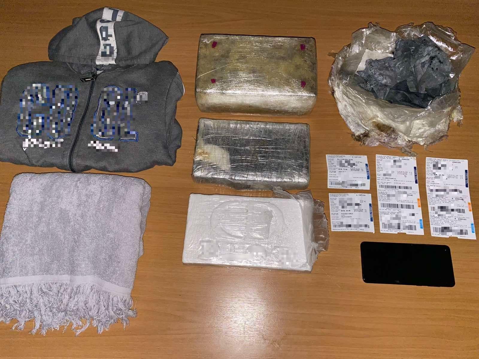 Λέσβος: Τα ρούχα της κοπέλας έκρυβαν πλάκες κοκαϊνης – Ήθελαν να βγάλουν πάνω από 200.000 ευρώ