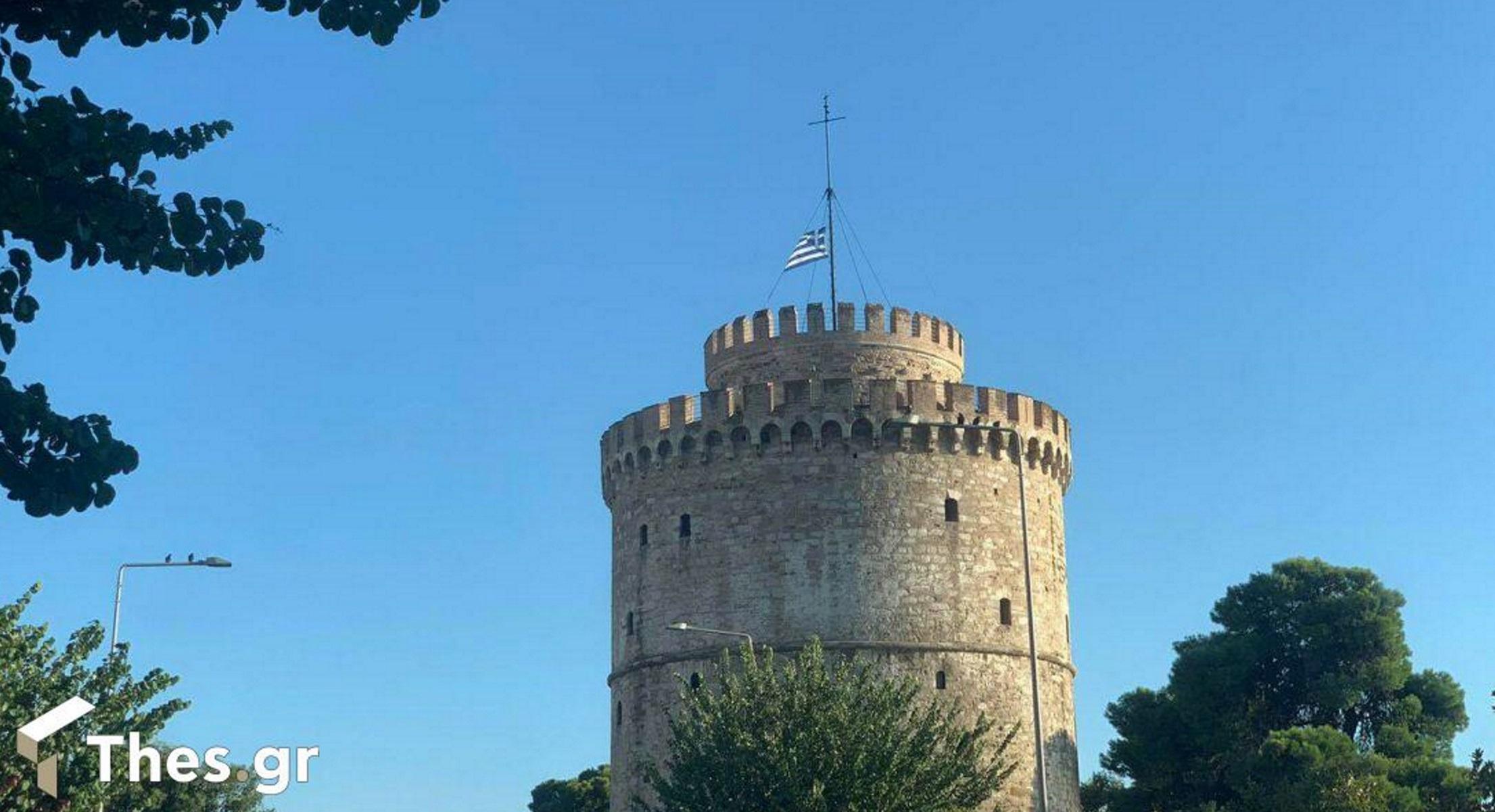 Μίκης Θεοδωράκης: Μεσίστια κυματίζει η γαλανόλευκη στον Λευκό Πύργο σε ένδειξη πένθους
