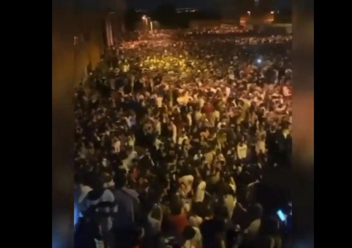 Ισπανία: Απίστευτο κορονοπάρτι 25.000 ατόμων «κάτω από τη μύτη» των αρχών