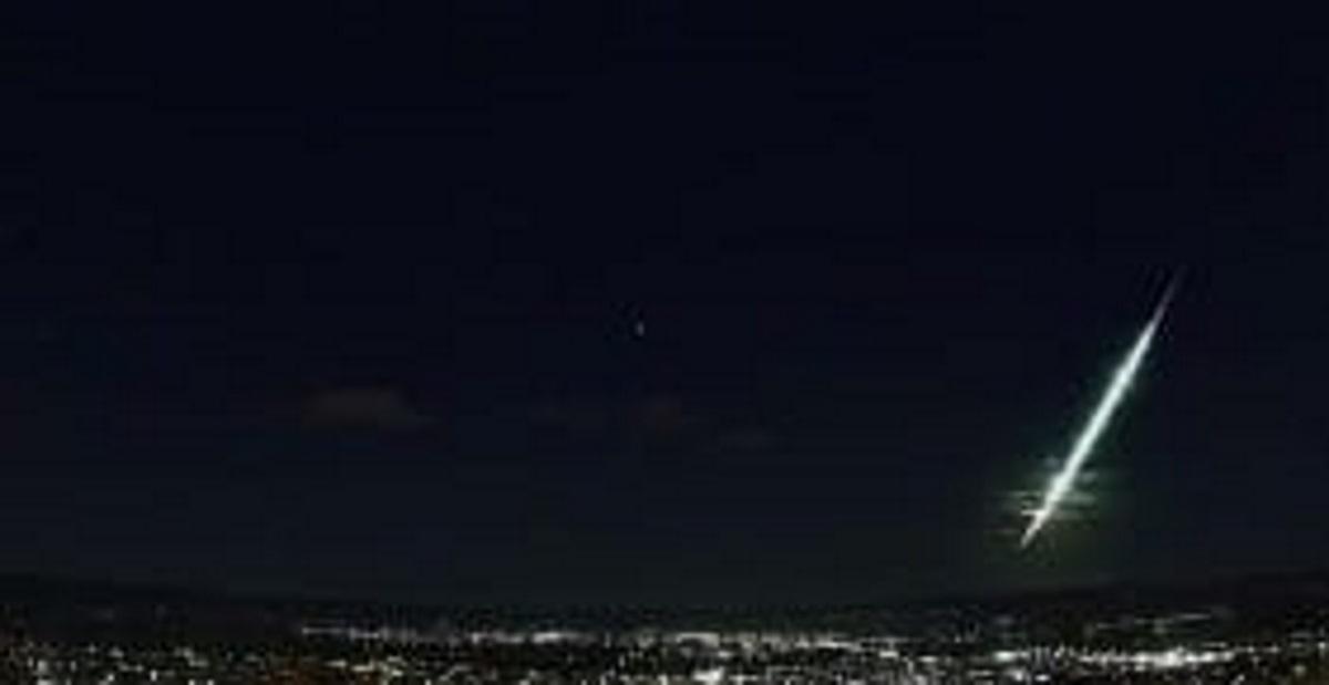 Μετεωρίτης «σκίζει» τον ουρανό και κάνει τη νύχτα μέρα – Ορατός σε πολλές περιοχές της Ελλάδας