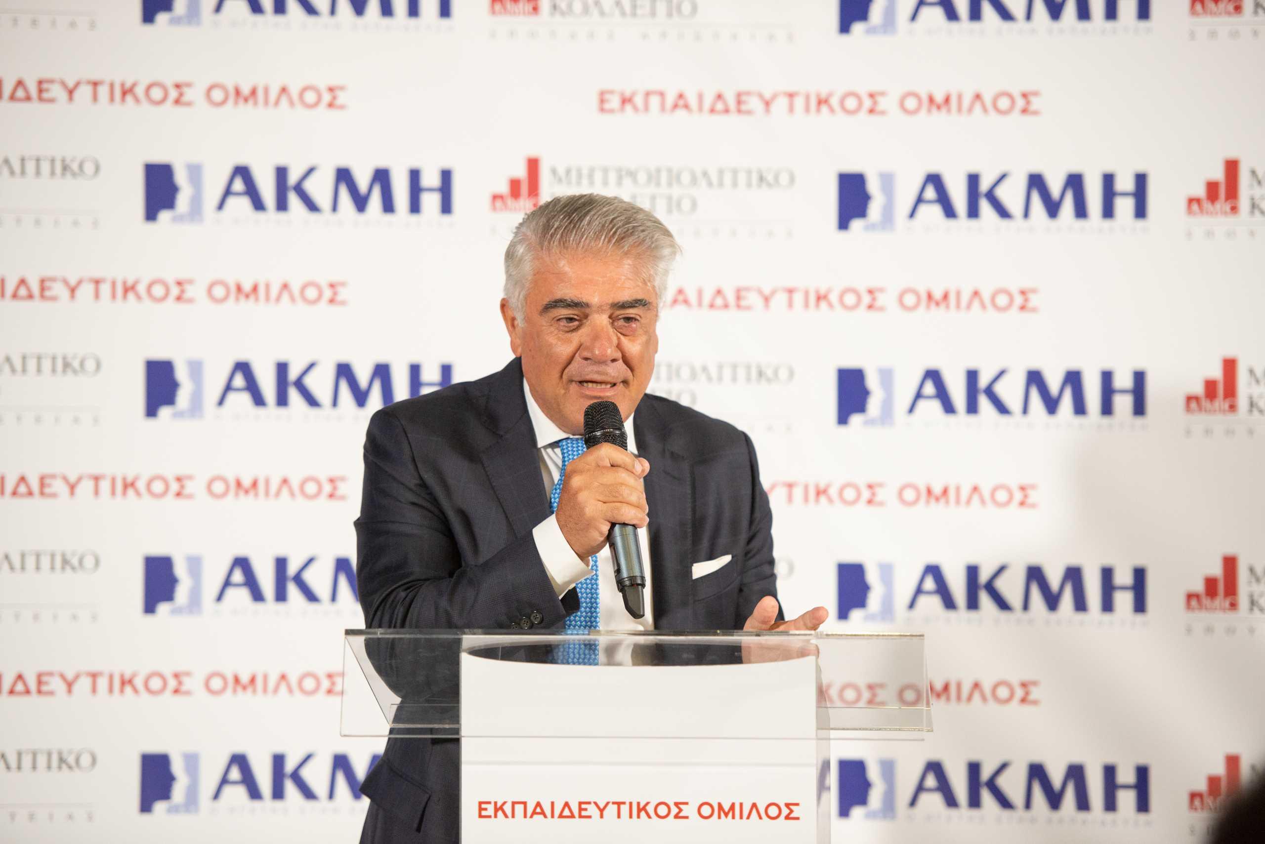 Αντιπρόεδρος της Ευρωπαϊκής Ένωσης Ινστιτούτων  Επαγγελματικής Εκπαίδευσης & Κατάρτισης (EVBB) o πρόεδρος του ΙΕΚ ΑΚΜΗ Κωνσταντίνος Ροδόπουλος