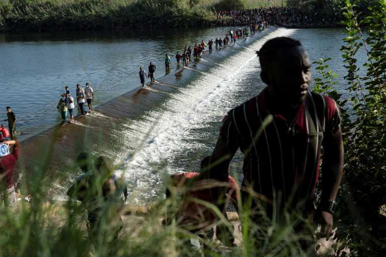 Δικαστής στις ΗΠΑ ακύρωσε εντολή του Τραμπ για απελάσεις οικογενειών μεταναστών