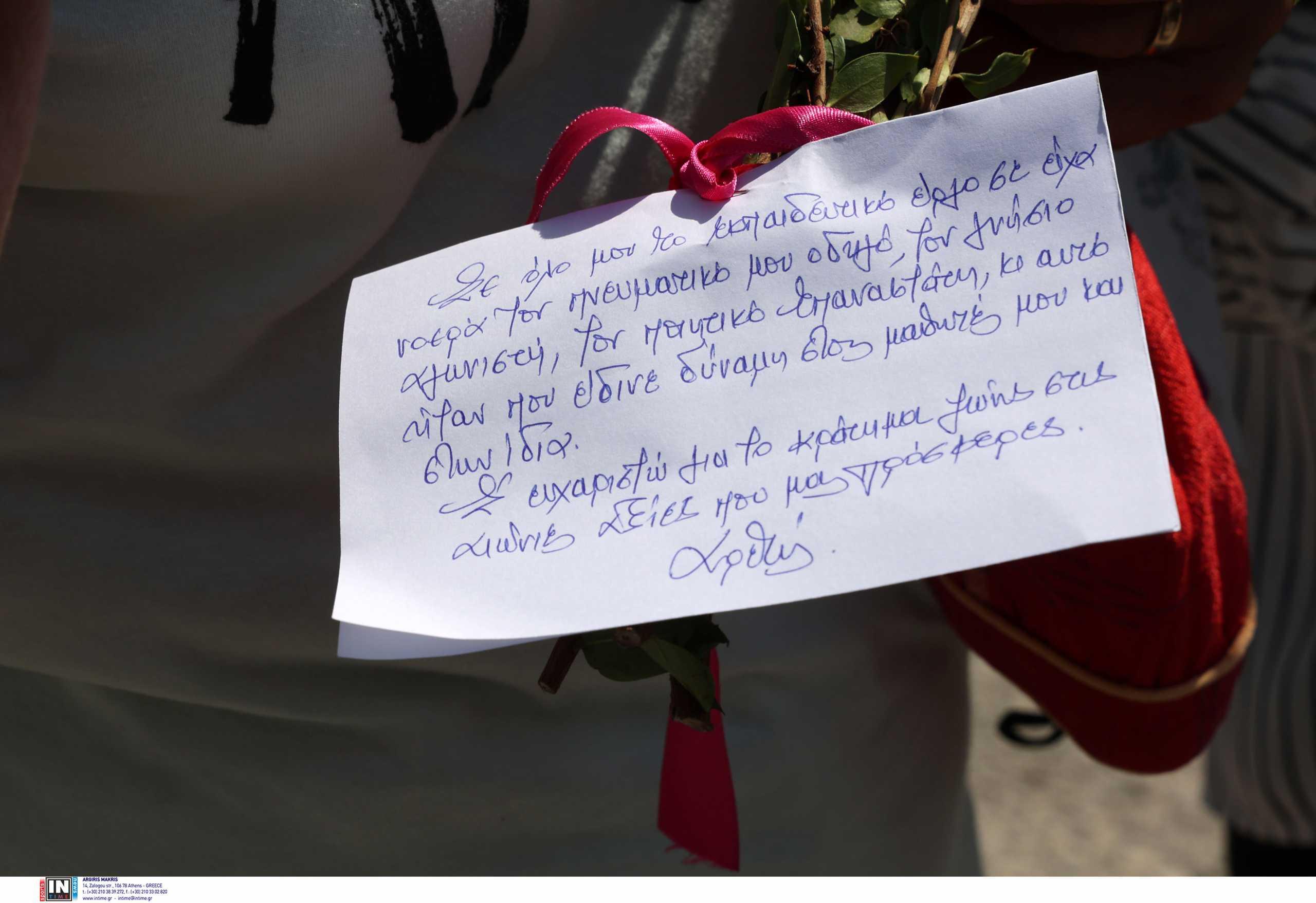 Μίκης Θεοδωράκης: Οι νέες στιγμές συγκίνησης στο νεκροταφείο του Γαλατά