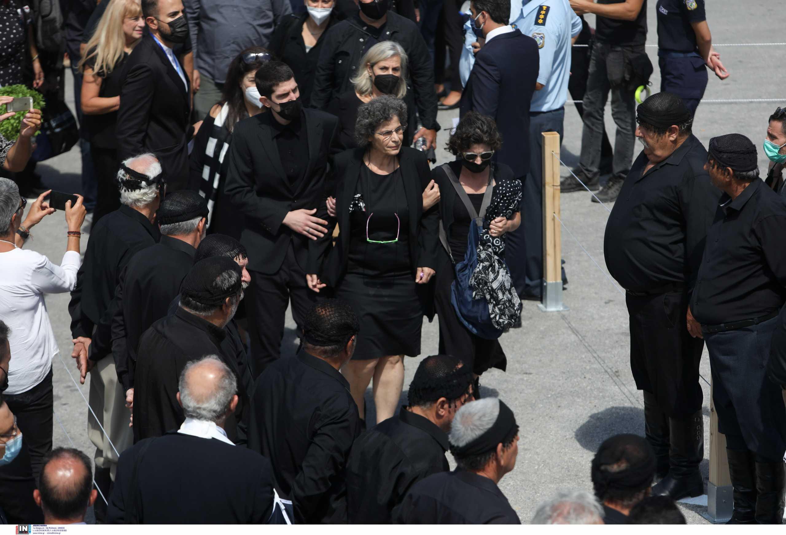 Κηδεία Μίκη Θεοδωράκη: Με το «Παληκάρι» τον αποχαιρέτισε η Μαργαρίτα του