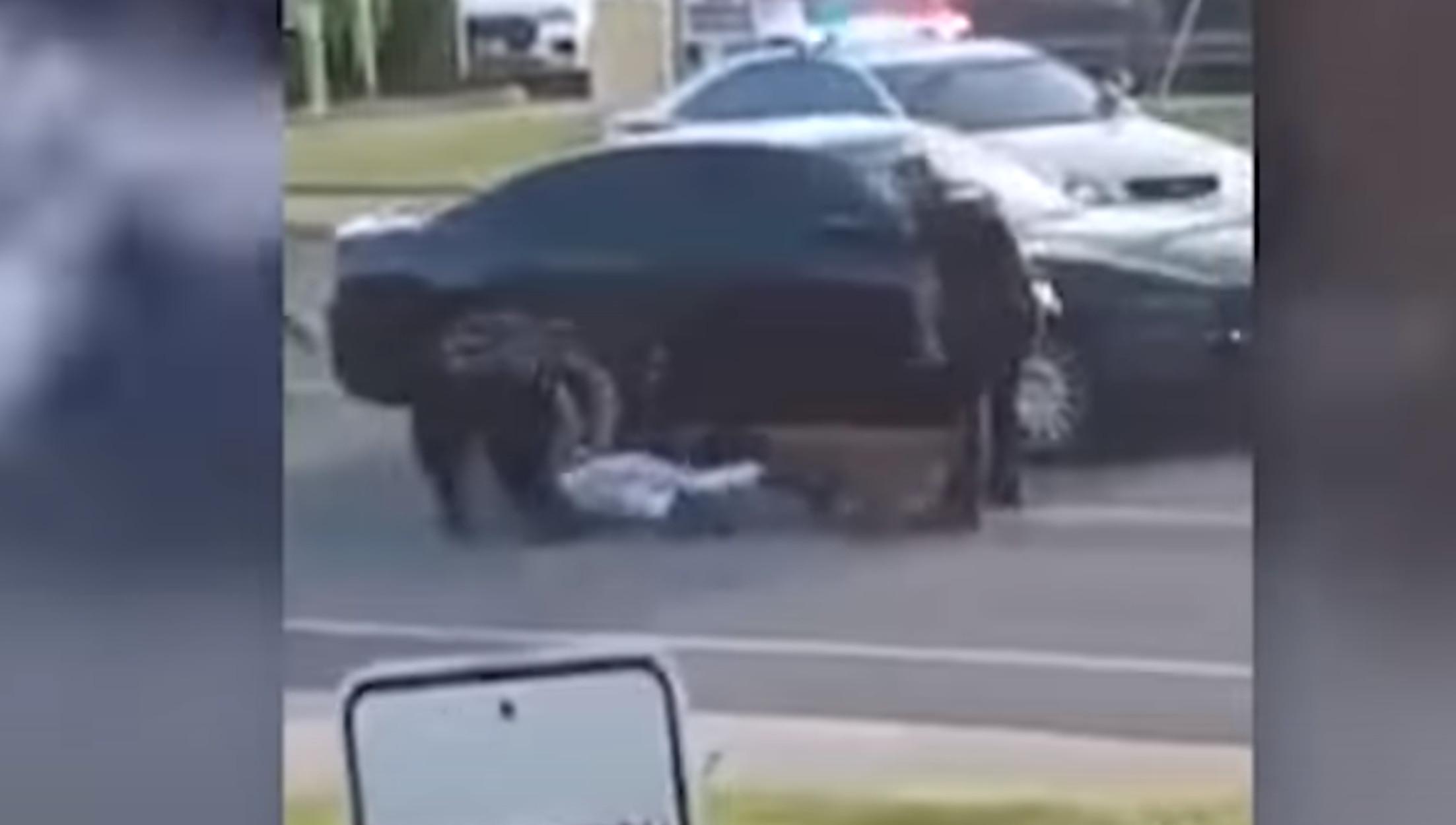Μιζούρι: Αστυνομικοί εξαπολύουν σκύλο ξανά και ξανά εναντίον Αφροαμερικανού! Σοκαριστικό βίντεο