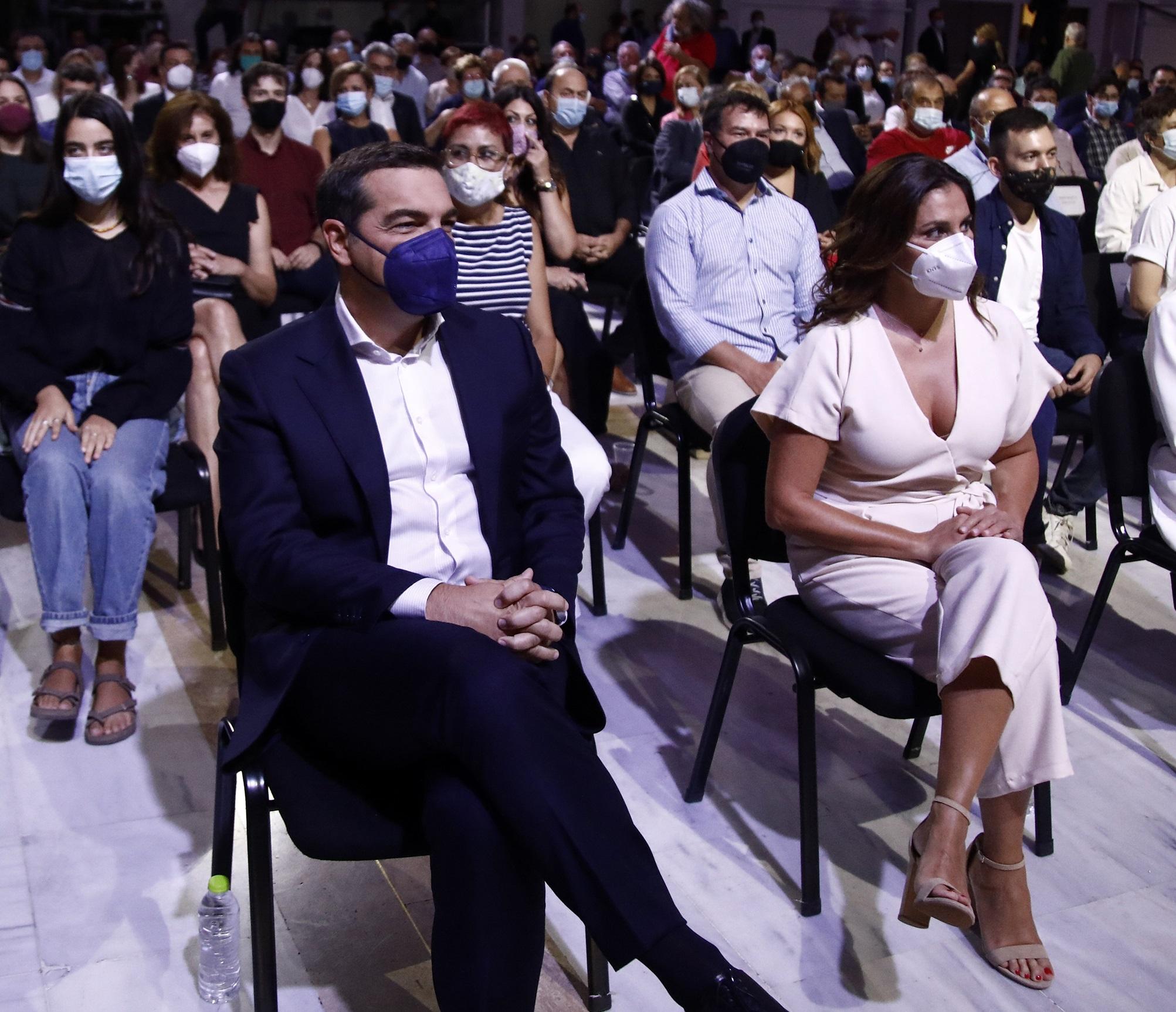 ΔΕΘ 2021: Μπέτυ Μπαζιάνα, Κατερίνα Νοτοπούλου και Θεοδώρα Τζάκρη κέντρισαν τα βλέμματα