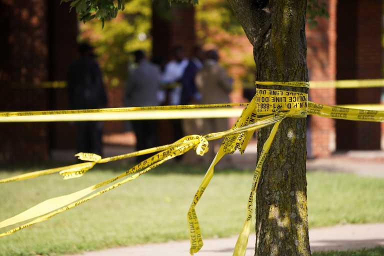 Την δολοφόνησε 5 λεπτά από το σπίτι της και κάλυψε το πτώμα της με φύλλα