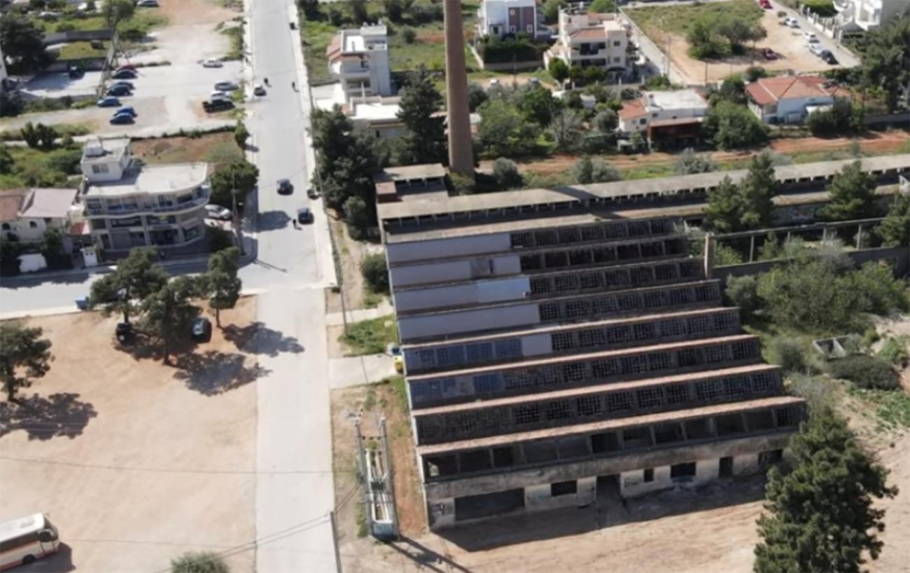 Πώς είναι σήμερα το εγκαταλελειμμένο εργοστάσιο πορσελάνης στη Νέα Μάκρη και ποια ελληνική σειρά γυρίστηκε εκεί