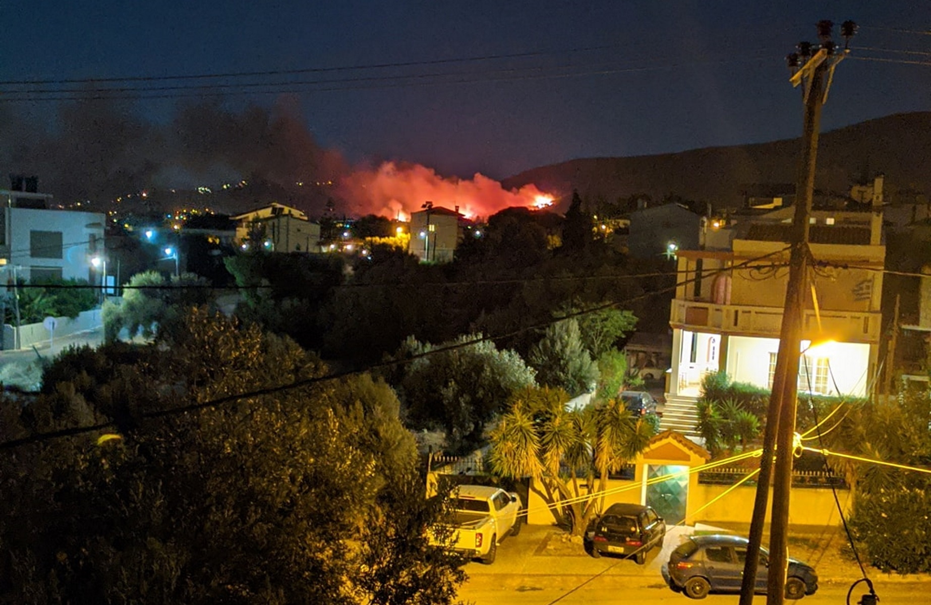 Φωτιά στην Νέα Μάκρη: Σε ύφεση το πύρινο μέτωπο – Πατούλης: Υπάρχουν ενδείξεις για εμπρησμό