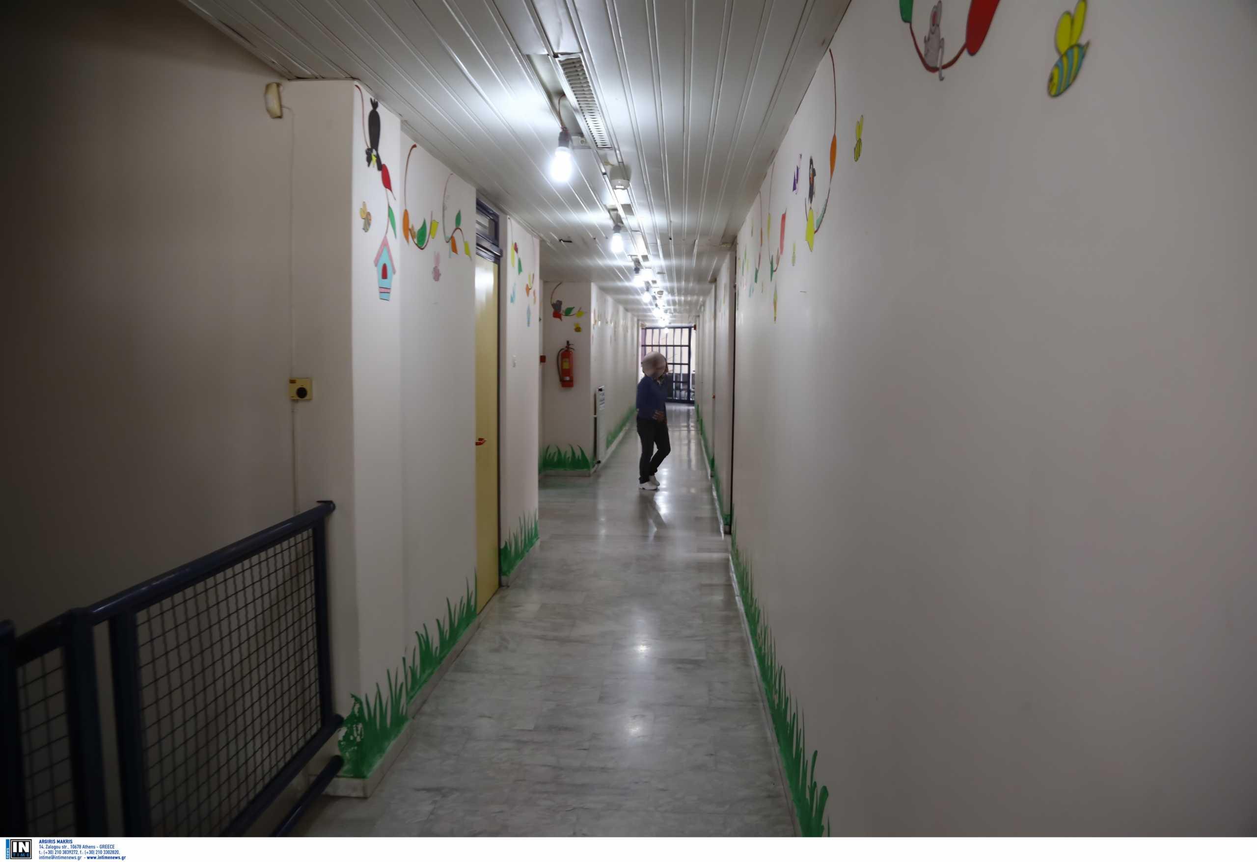 Εύοσμος – 4χρονος που ξέφυγε από νηπιαγωγείο: «Η πόρτα ήταν ανοιχτή» λέει η μητέρα του