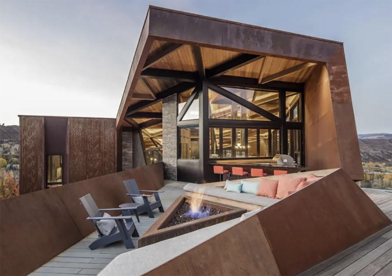 Owl Creek: Το ξύλινο σπίτι που θα θέλαμε να περάσουμε αυτό τον χειμώνα